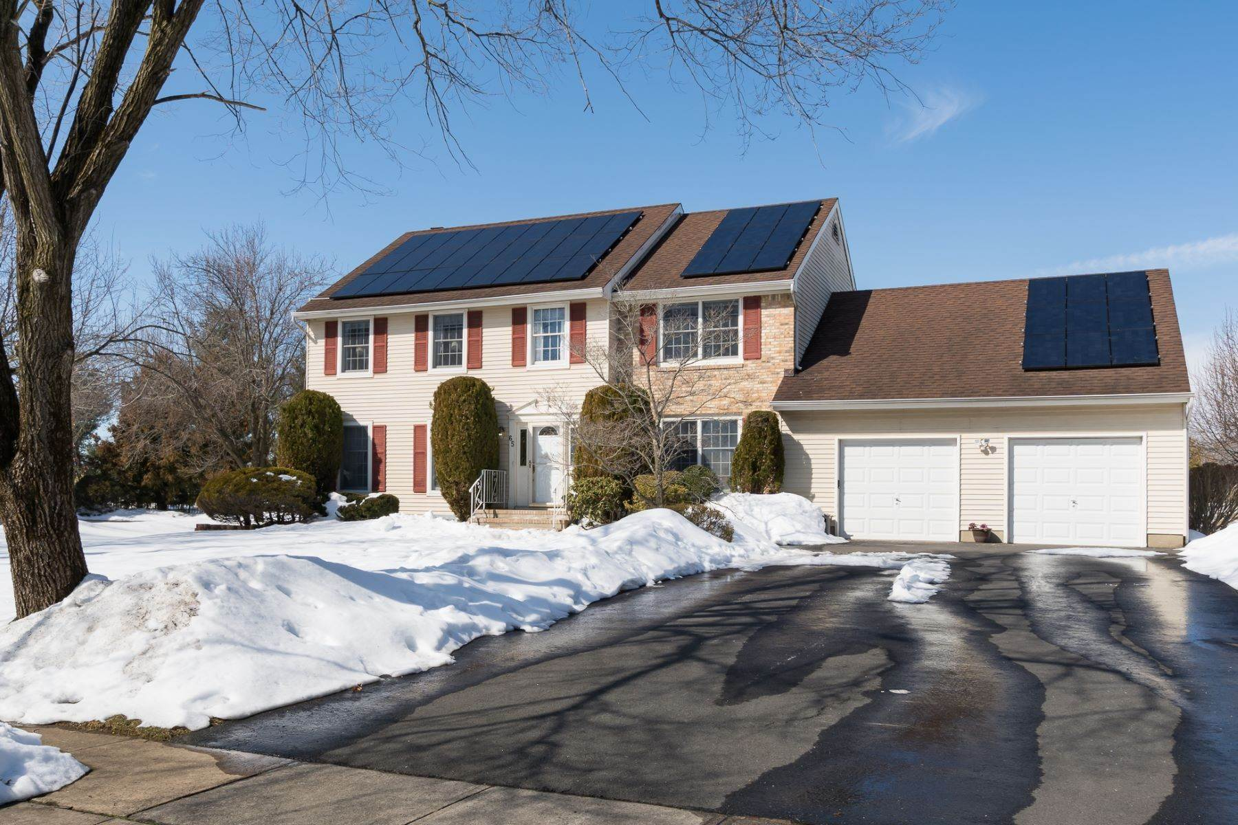 Single Family Homes per Vendita alle ore Smart Features Are Both Wallet and Earth-Friendly 65 Wexford Drive, Monmouth Junction, New Jersey 08852 Stati Uniti