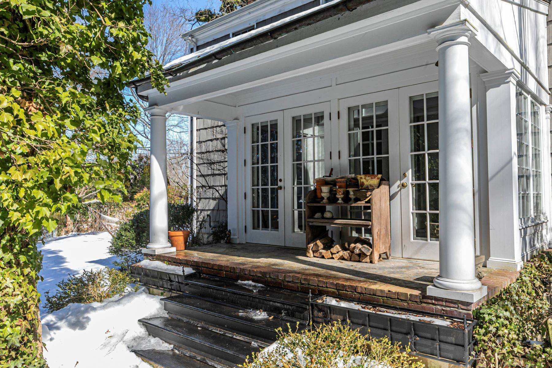 43. Single Family Homes for Sale at Poised And Polished In A Terrific Part Of Town 16 Hunter Road, Princeton, New Jersey 08540 United States