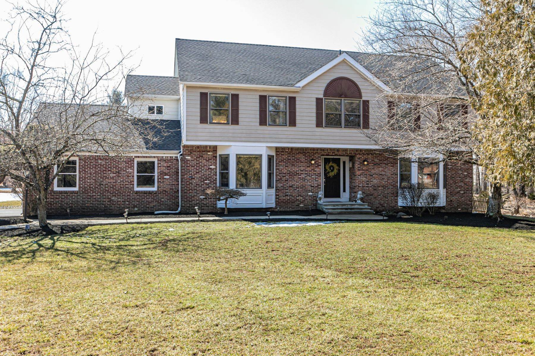 Single Family Homes bei A Dream Home with a Refreshing Pool in Montgomery's Prized School District 501 Township Line Road, Belle Mead, New Jersey 08502 Vereinigte Staaten