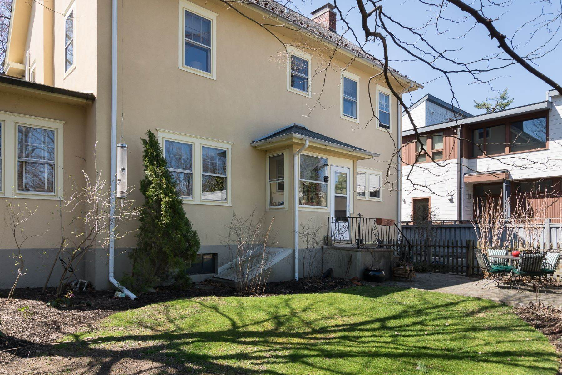 34. Single Family Homes für Verkauf beim In-Town Beauty Brimming With Delightful Character 91 Moore Street, Princeton, New Jersey 08540 Vereinigte Staaten