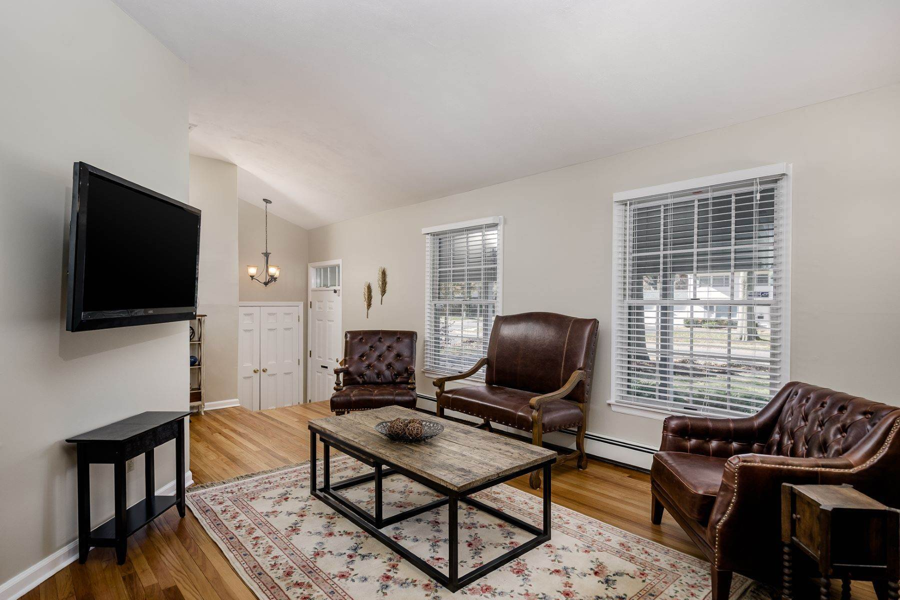 6. Single Family Homes for Sale at Completely Charming and Up-to-Date in Cranbury 16 Ryan Road, Cranbury, New Jersey 08512 United States