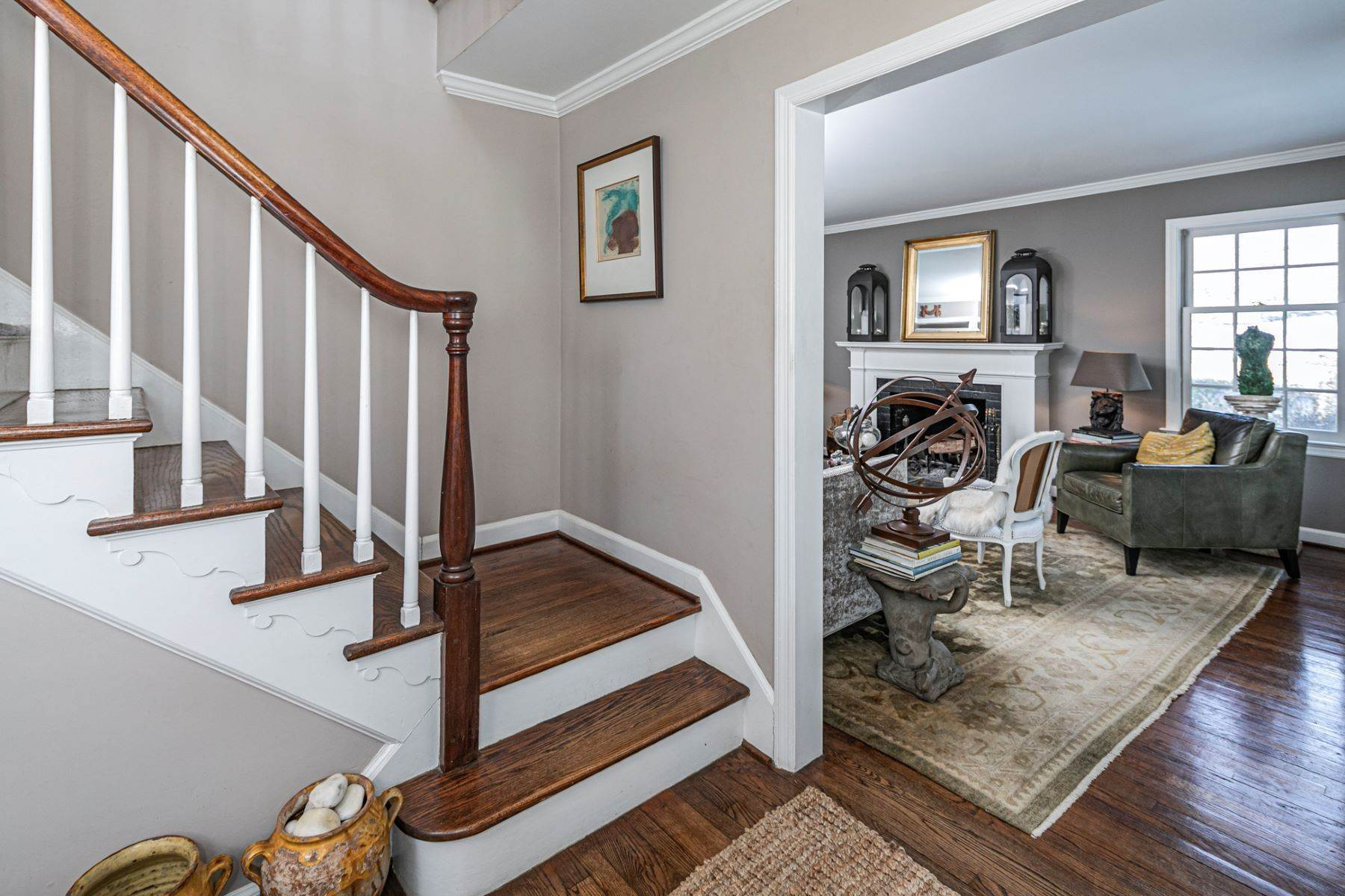 6. Single Family Homes for Sale at Poised And Polished In A Terrific Part Of Town 16 Hunter Road, Princeton, New Jersey 08540 United States