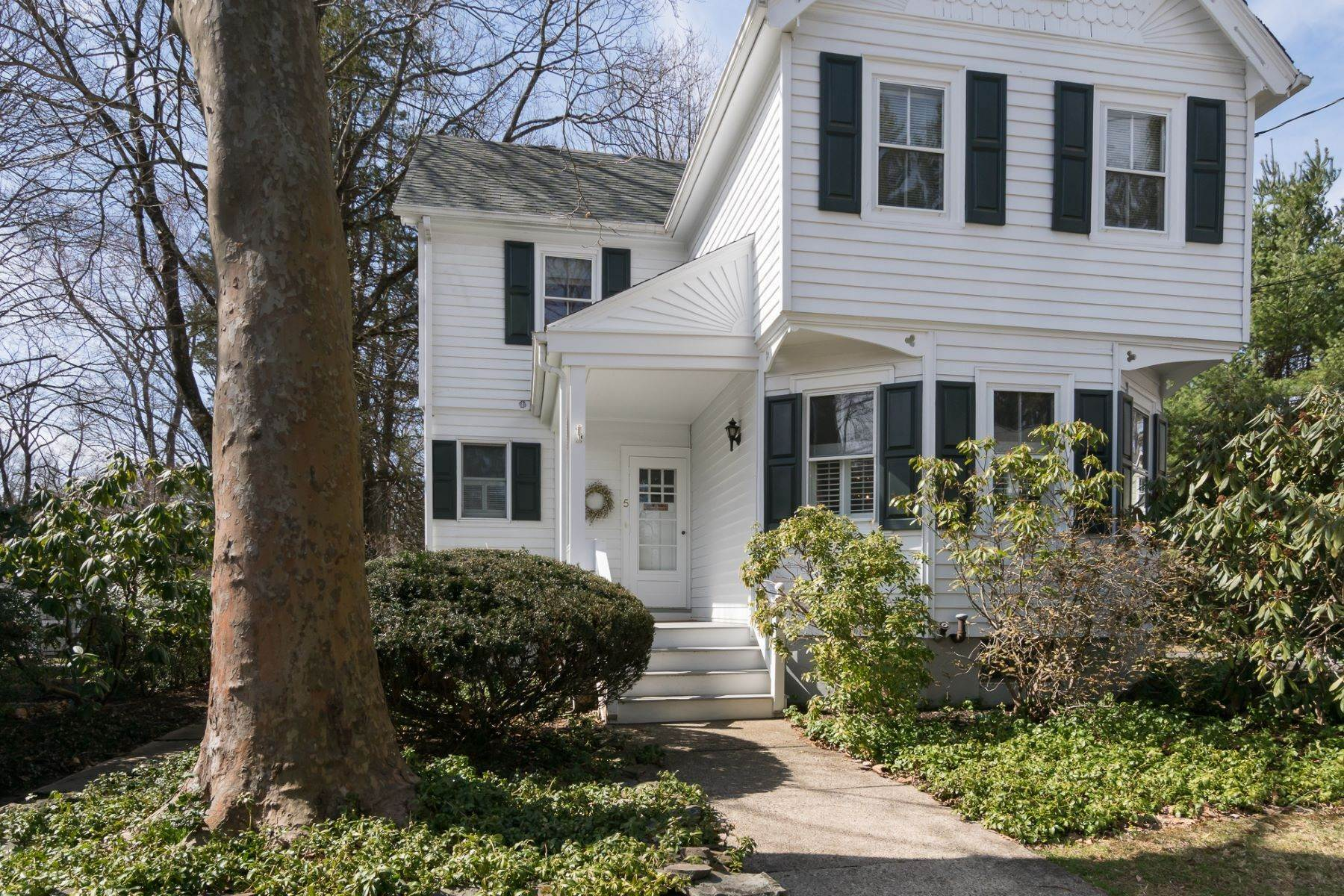 3. Single Family Homes for Sale at Storybook Home on a Stroll-Everywhere Street 5 Titus Avenue, Lawrenceville, New Jersey 08648 United States