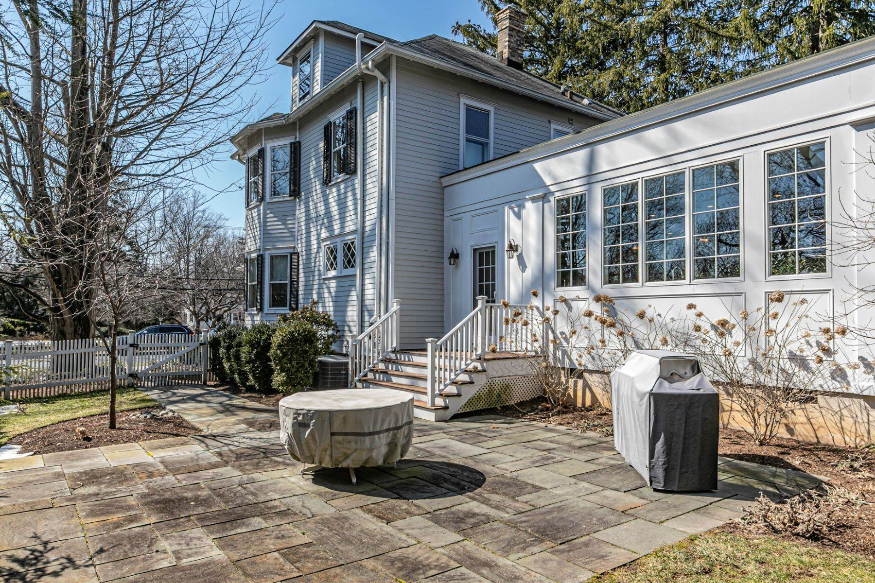 35. Single Family Homes for Sale at Picture Perfect Home Steps From Main Street 10 Green Avenue, Lawrenceville, New Jersey 08648 United States