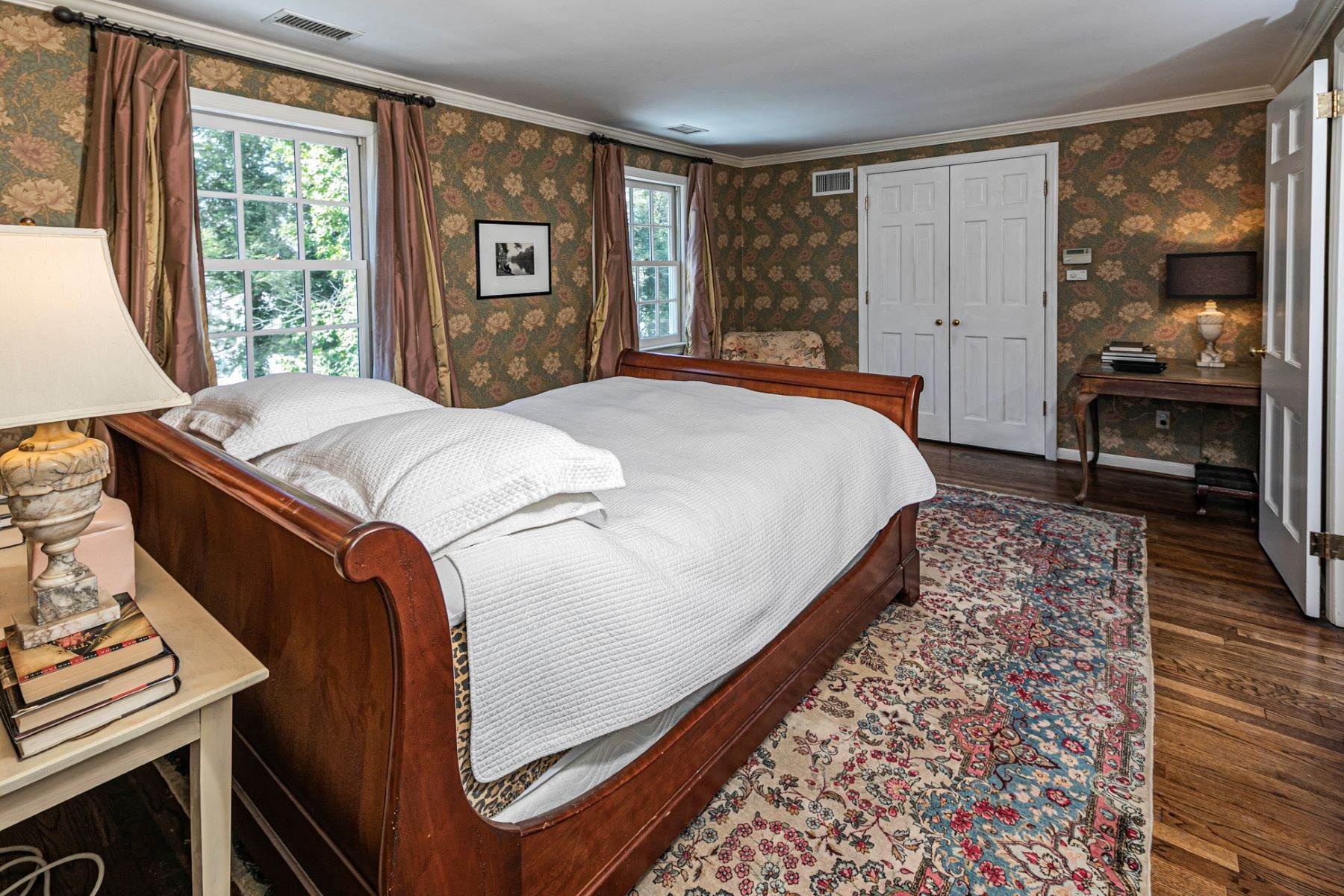 31. Single Family Homes for Sale at Poised And Polished In A Terrific Part Of Town 16 Hunter Road, Princeton, New Jersey 08540 United States