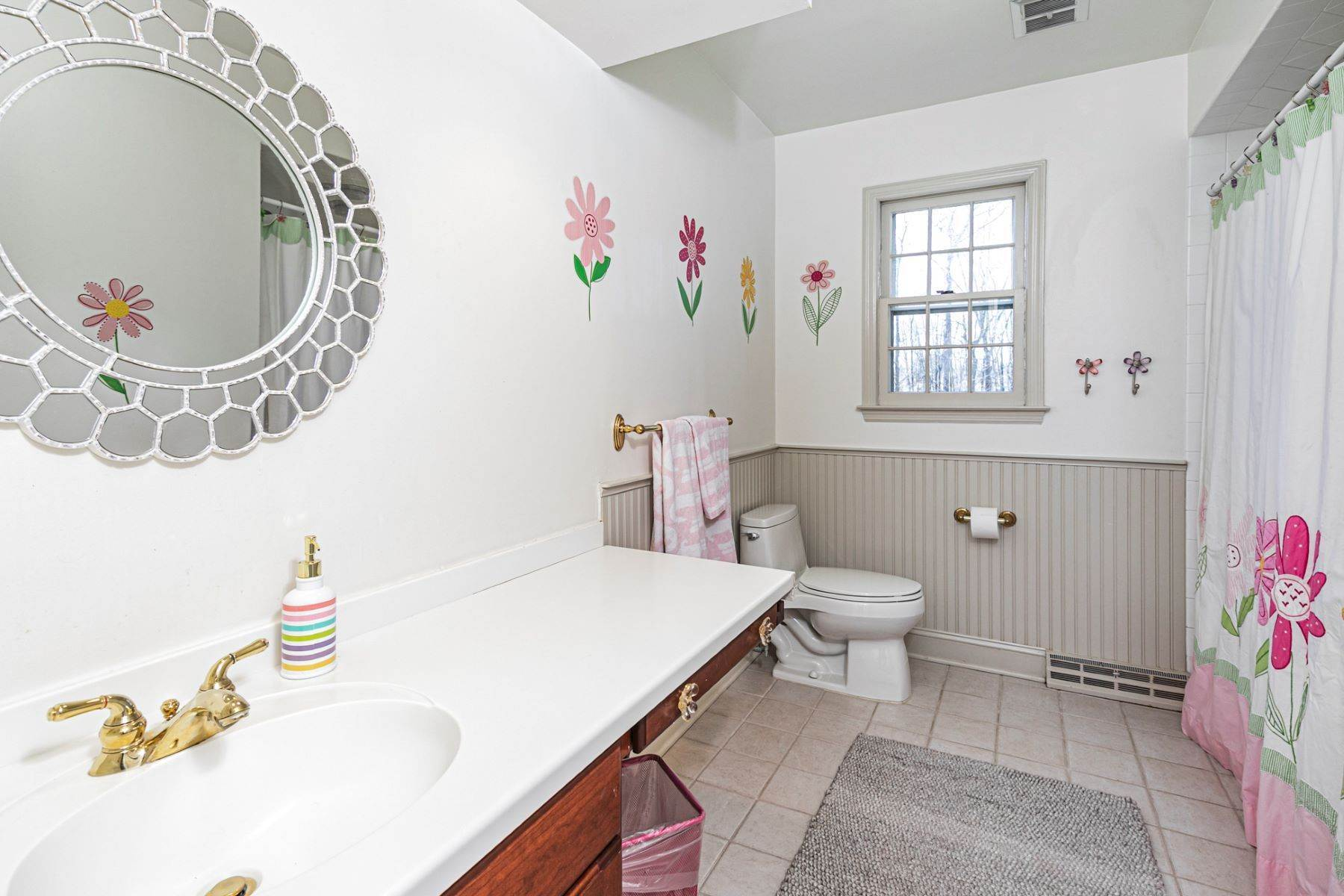 37. Single Family Homes for Sale at A New Kitchen And Updated Baths Make This Home Sparkle 91 West Shore Drive, Pennington, New Jersey 08534 United States