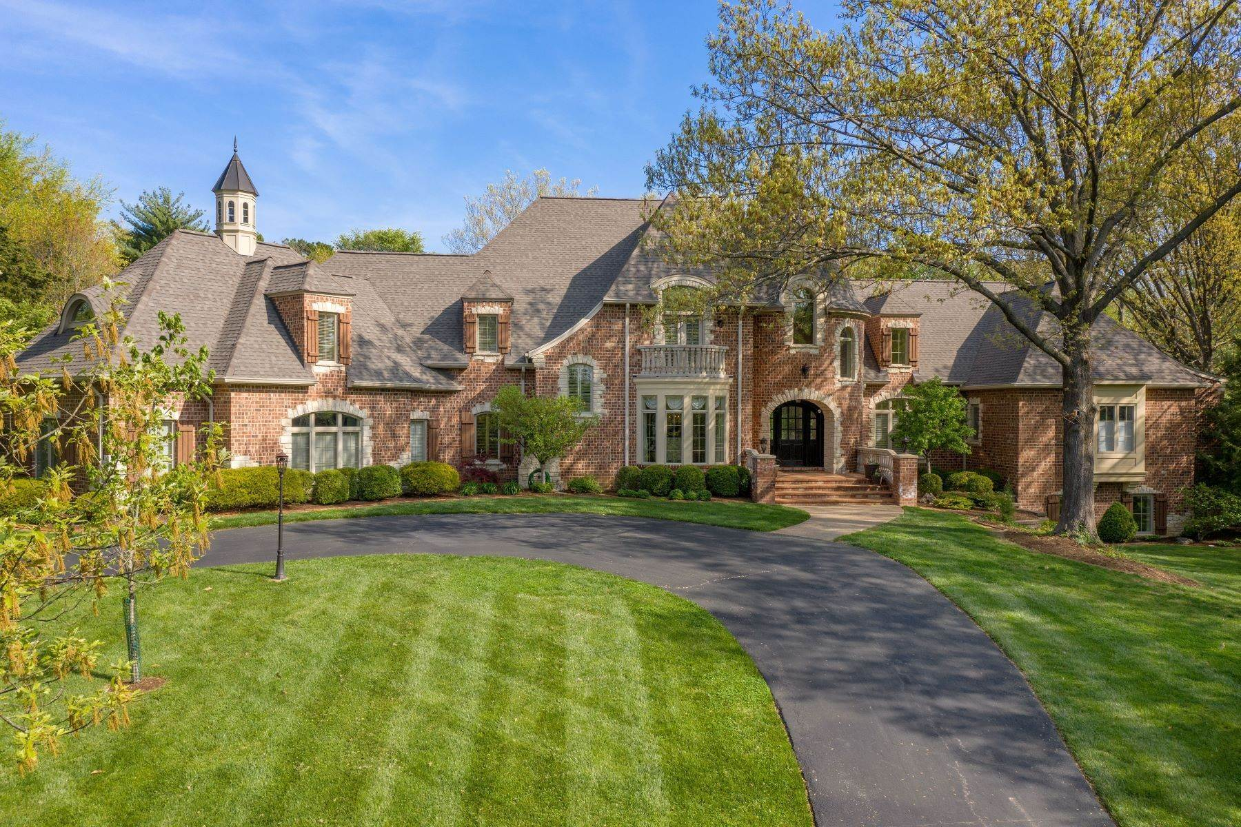 Single Family Homes for Sale at Exclusive Ladue Offering 619 Haverford Road, Ladue, Missouri 63124 United States