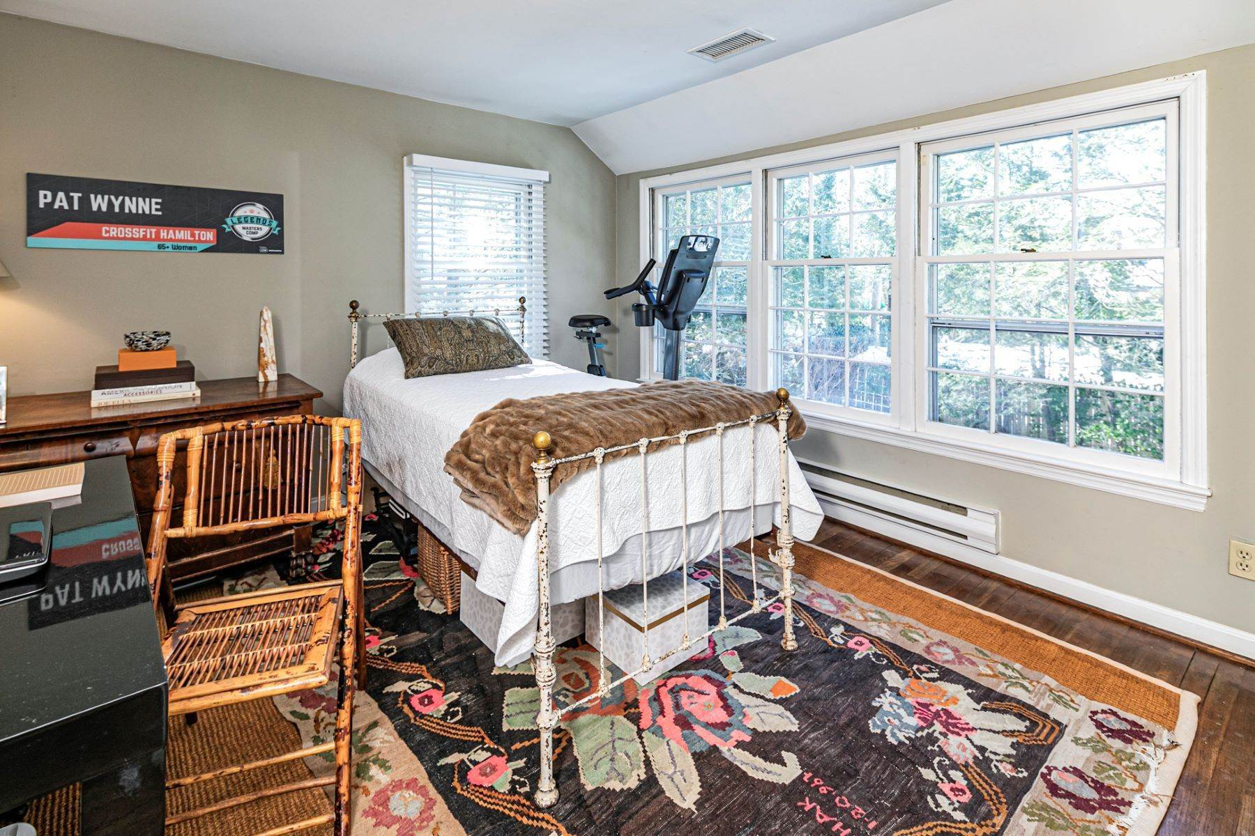 28. Single Family Homes for Sale at Poised And Polished In A Terrific Part Of Town 16 Hunter Road, Princeton, New Jersey 08540 United States
