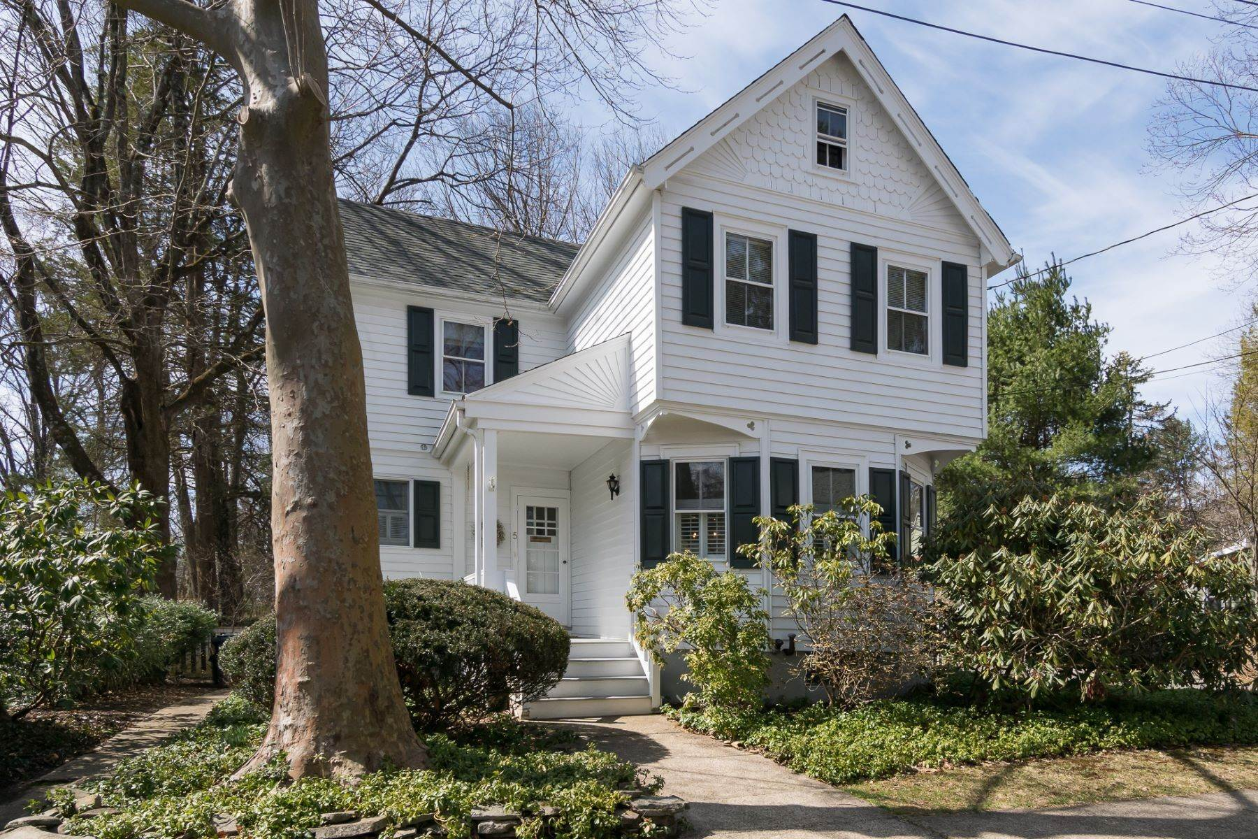 4. Single Family Homes for Sale at Storybook Home on a Stroll-Everywhere Street 5 Titus Avenue, Lawrenceville, New Jersey 08648 United States
