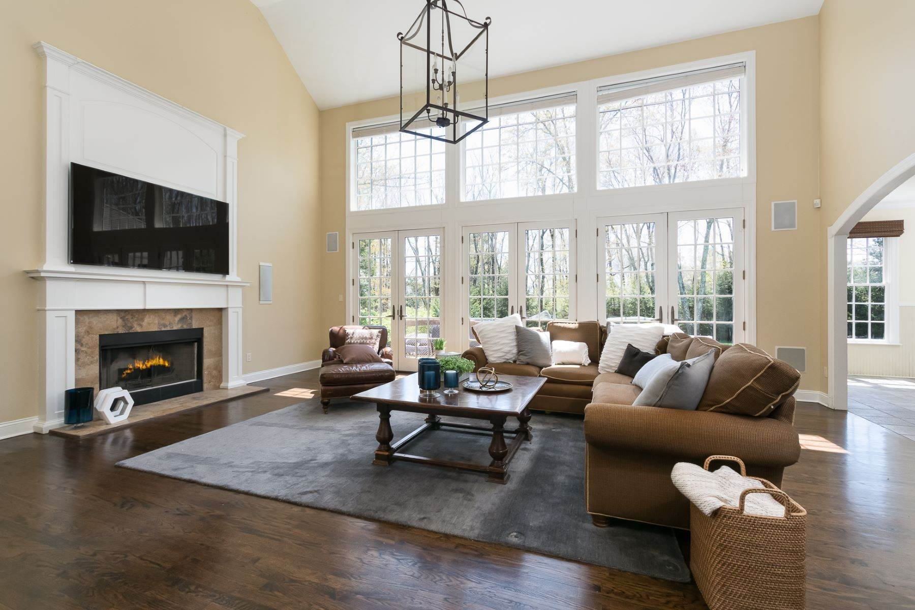 8. Single Family Homes por un Venta en Expansive Interior Opens to Enviable Outdoor Space 19 Derwent Drive, Princeton, Nueva Jersey 08540 Estados Unidos