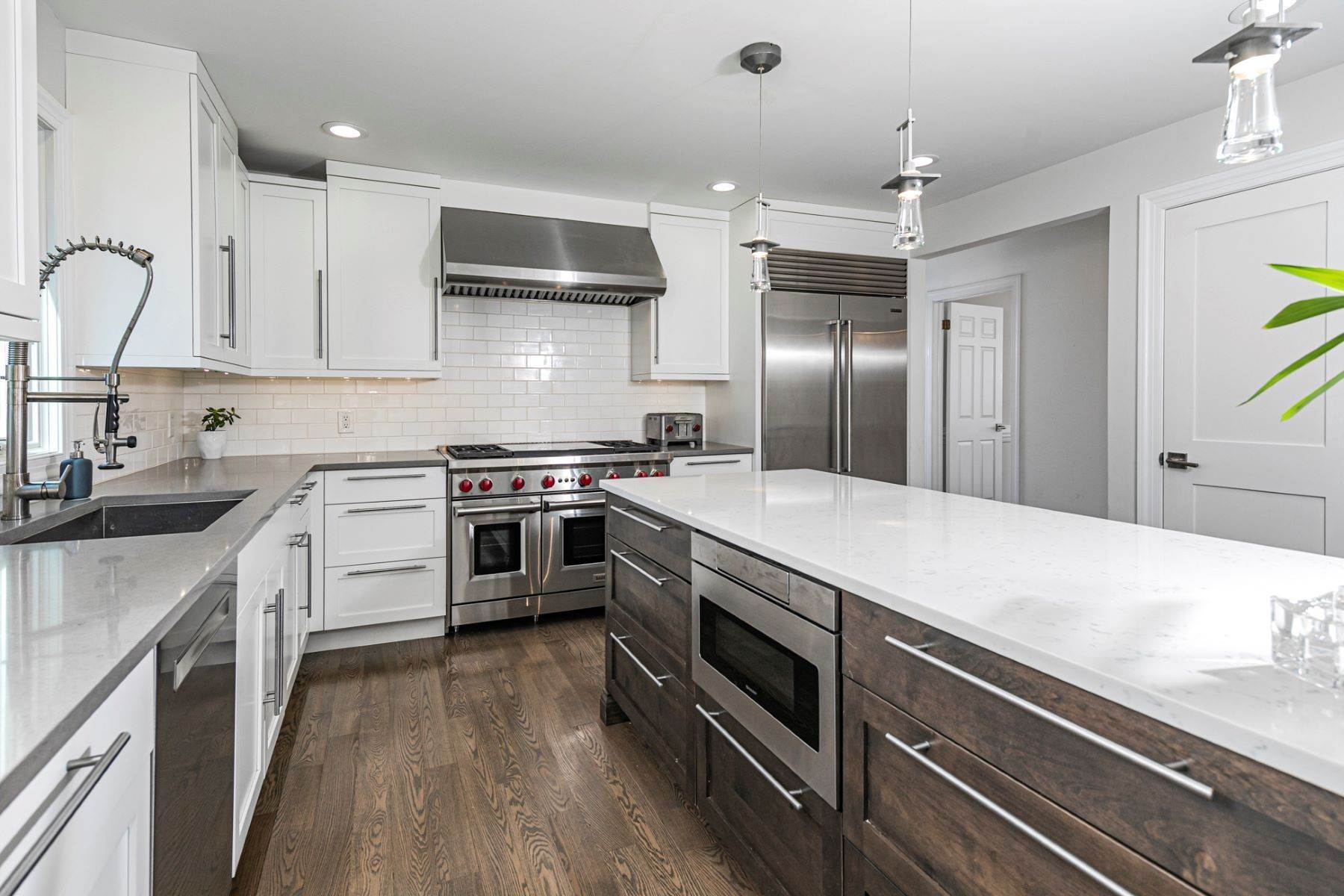 15. Single Family Homes for Sale at A New Kitchen And Updated Baths Make This Home Sparkle 91 West Shore Drive, Pennington, New Jersey 08534 United States