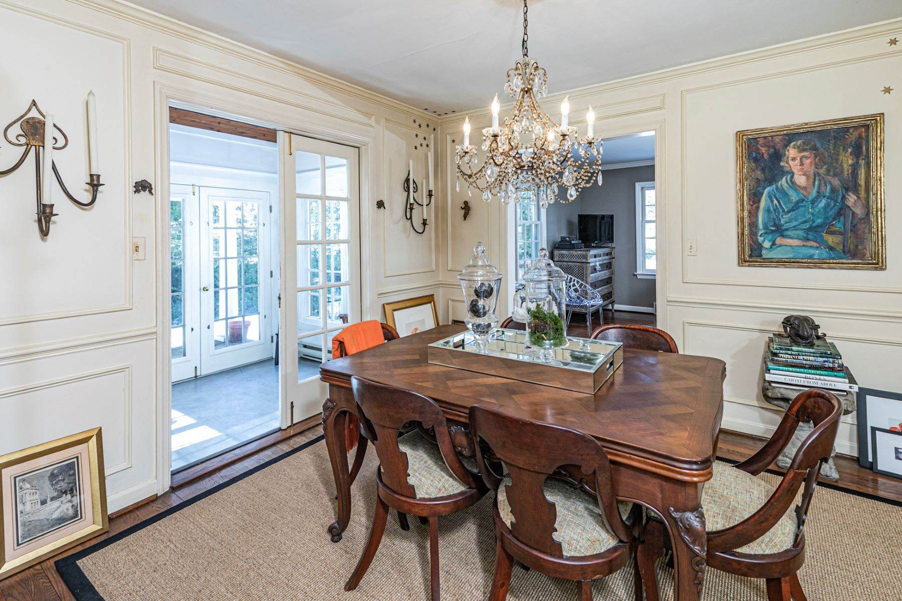 11. Single Family Homes for Sale at Poised And Polished In A Terrific Part Of Town 16 Hunter Road, Princeton, New Jersey 08540 United States