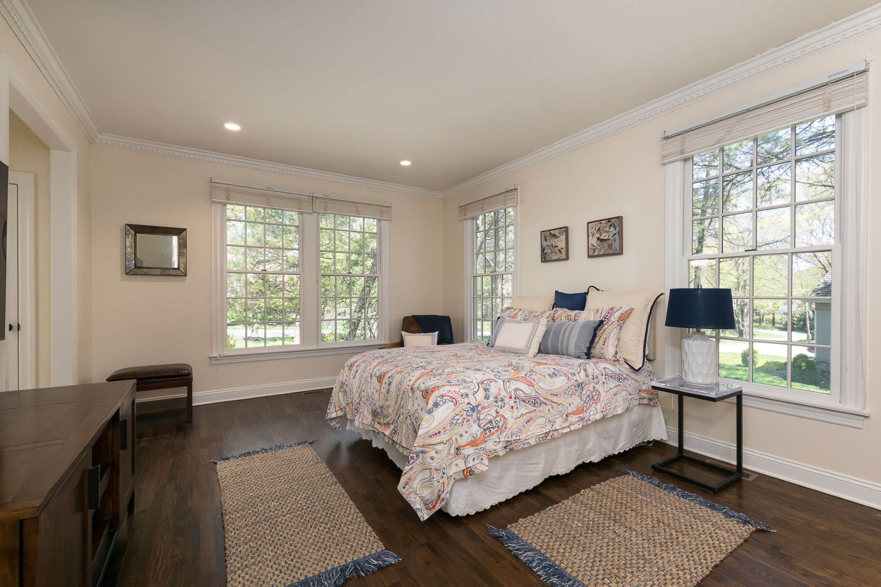 17. Single Family Homes por un Venta en Expansive Interior Opens to Enviable Outdoor Space 19 Derwent Drive, Princeton, Nueva Jersey 08540 Estados Unidos
