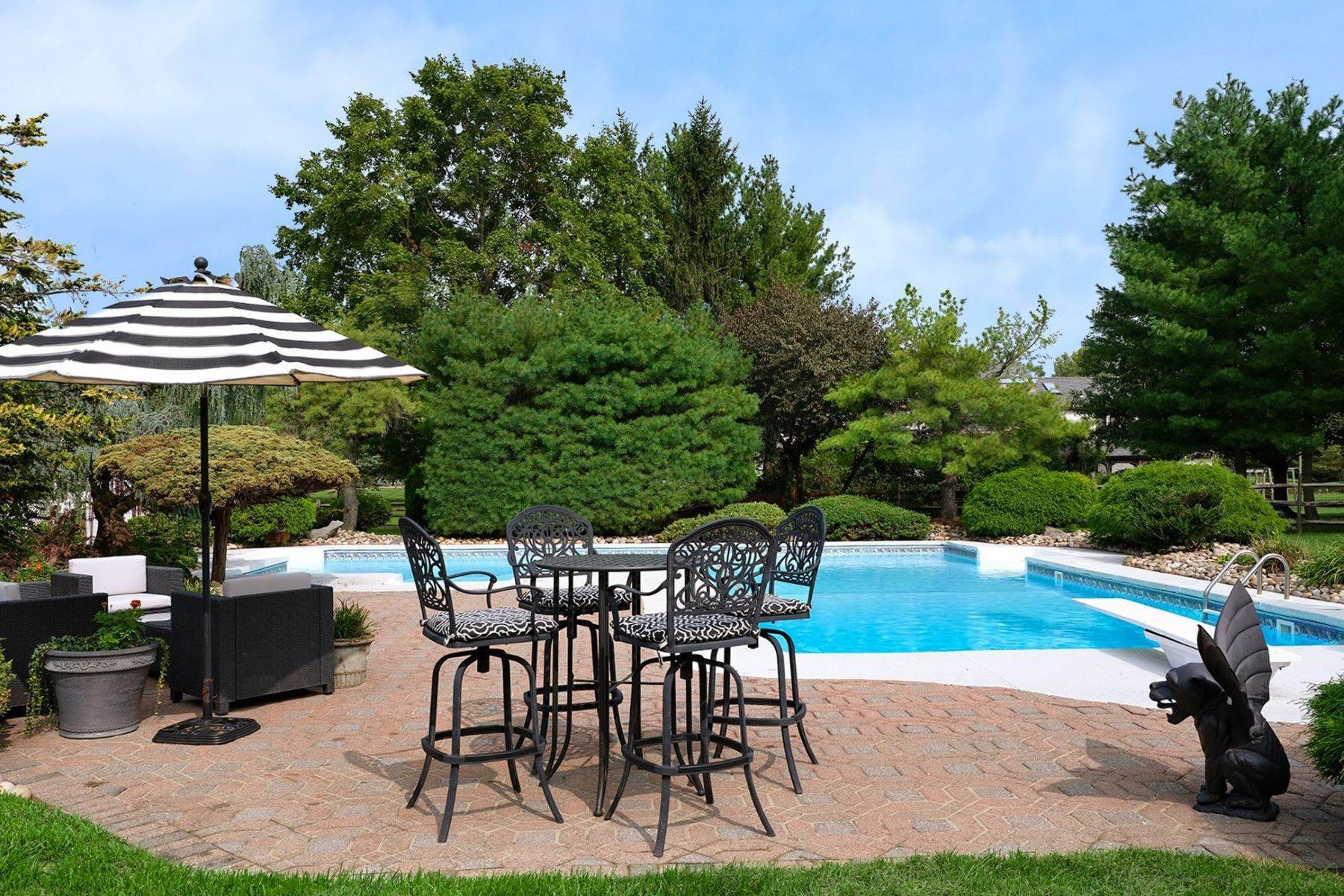 31. Single Family Homes for Sale at Windsor Park Estates Colonial Indulges at Every Turn 12 Sapphire Drive, West Windsor, New Jersey 08550 United States