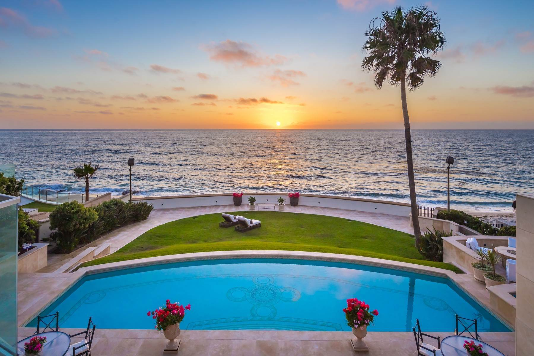 Single Family Homes for Sale at La Jolla, California 92037 United States
