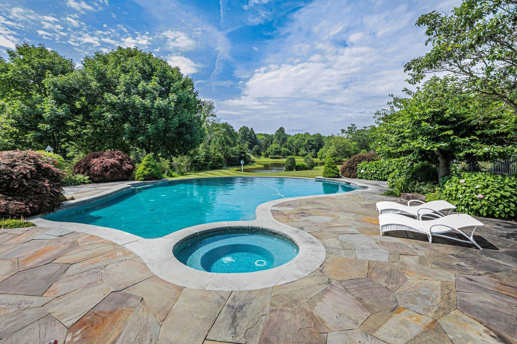 32. Single Family Homes pour l Vente à Private Compound with Every Amenity Imaginable 82 Aunt Molly Road, Hopewell, New Jersey 08525 États-Unis