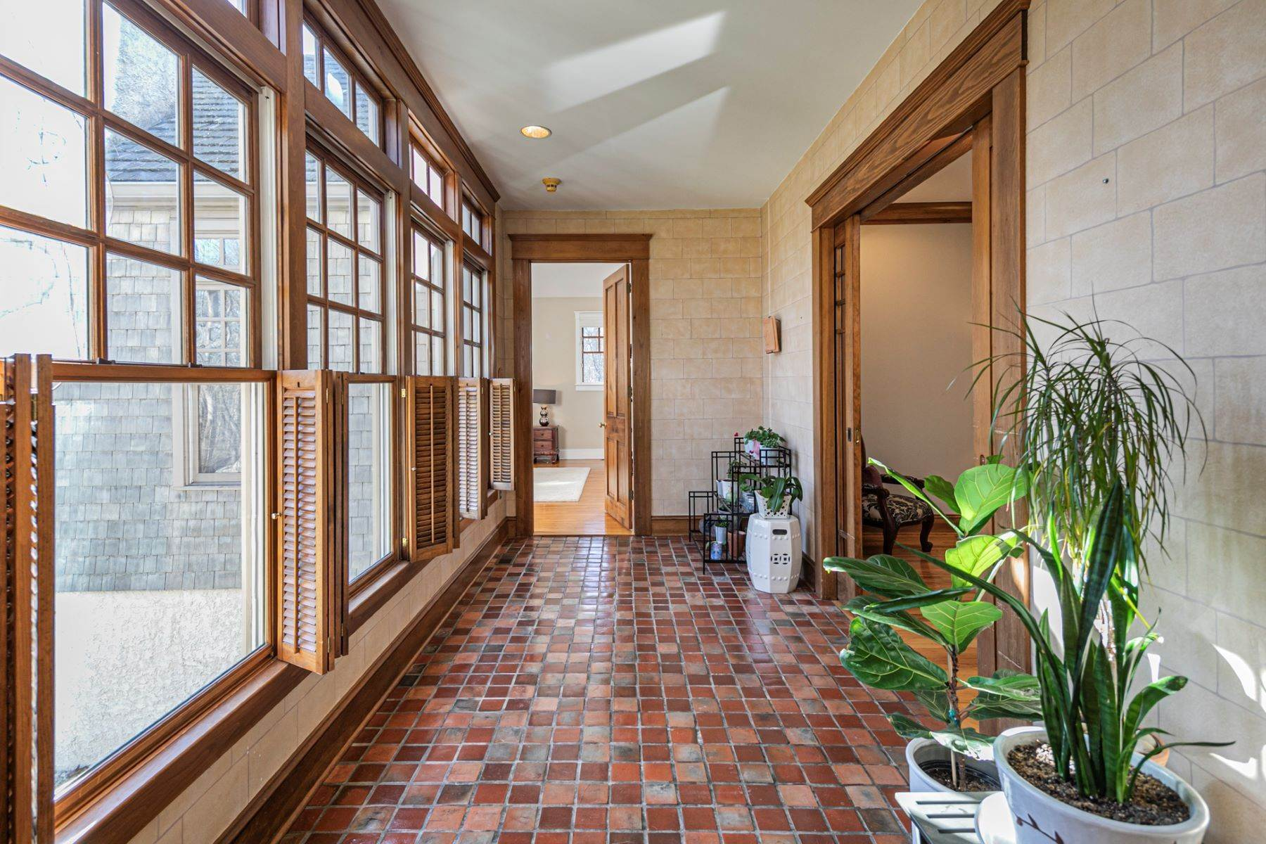 7. Single Family Homes for Sale at Arts and Crafts Showplace in The Preserve 36 Oakridge Court, Princeton, New Jersey 08540 United States