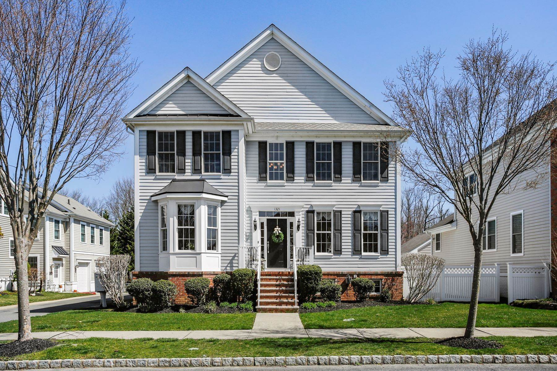 Single Family Homes en Sized Just Right in Easy-to-Love Town Center 1321 Park Street, Robbinsville, Nueva Jersey 08691 Estados Unidos