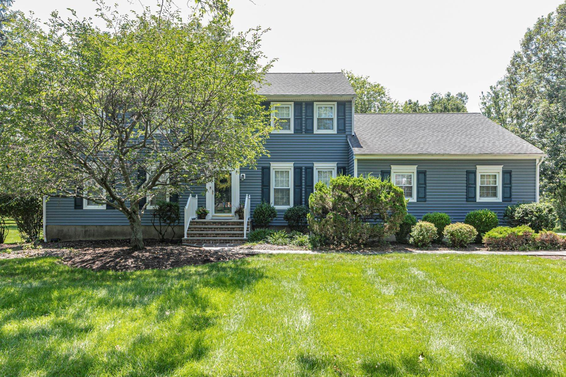 Single Family Homes bei Picture-Perfect In Every Way 39 Sleepy Hollow Lane, Belle Mead, New Jersey 08502 Vereinigte Staaten