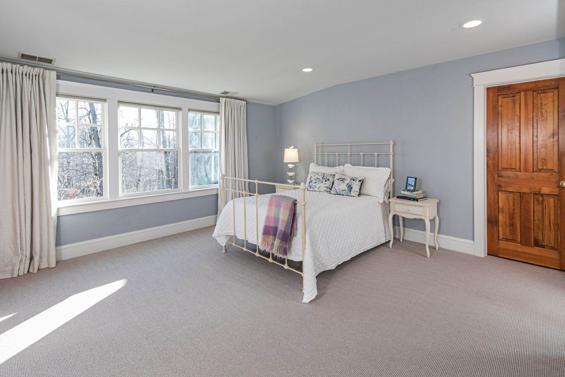 25. Single Family Homes for Sale at Arts and Crafts Showplace in The Preserve 36 Oakridge Court, Princeton, New Jersey 08540 United States