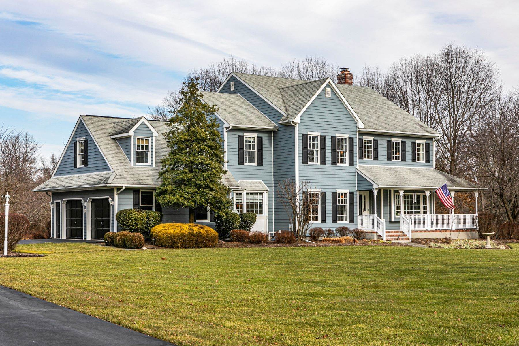 Single Family Homes for Sale at Pristine Cul-De-Sac Home Right Outside The Borough 16 The Kings Path, Hopewell, New Jersey 08525 United States