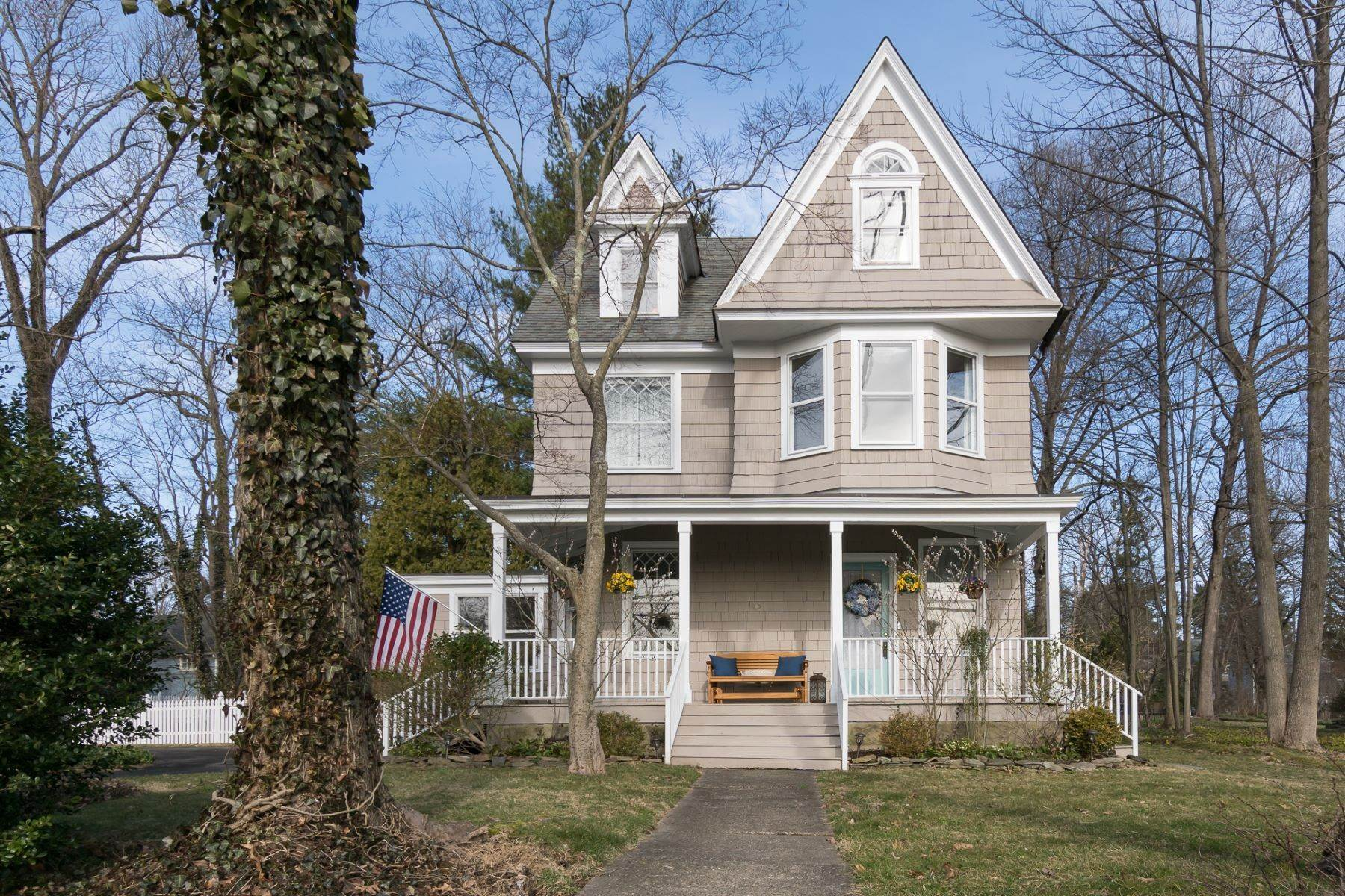 Single Family Homes per Vendita alle ore Village Victorian with a Lofty, Open Layout 2909 Main Street, Lawrenceville, New Jersey 08648 Stati Uniti