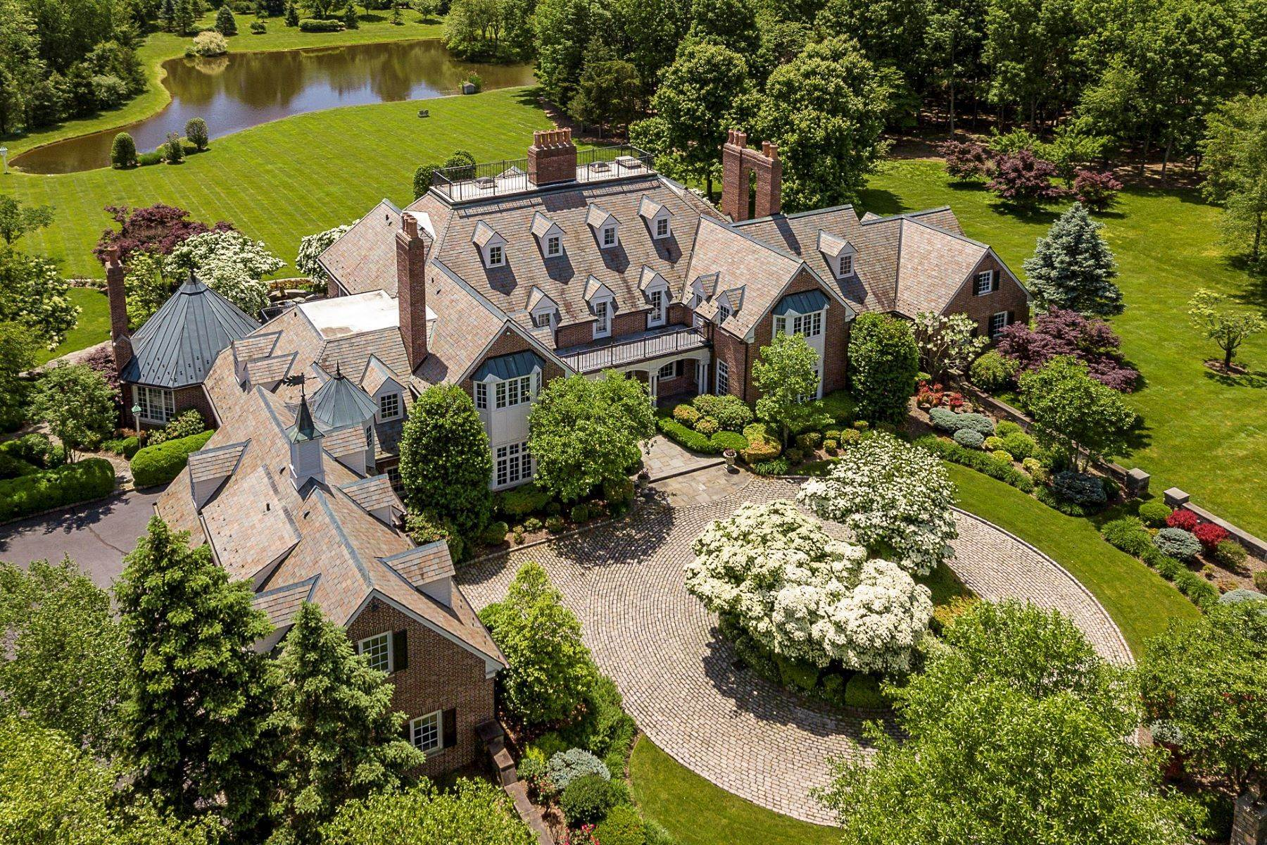 2. Single Family Homes pour l Vente à Private Compound with Every Amenity Imaginable 82 Aunt Molly Road, Hopewell, New Jersey 08525 États-Unis