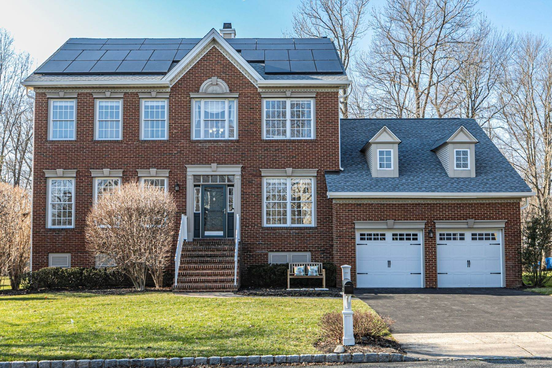 Single Family Homes للـ Sale في Expansive East-Facing Home in Brandon Farms 17 Larchmont Court, Pennington, New Jersey 08534 United States