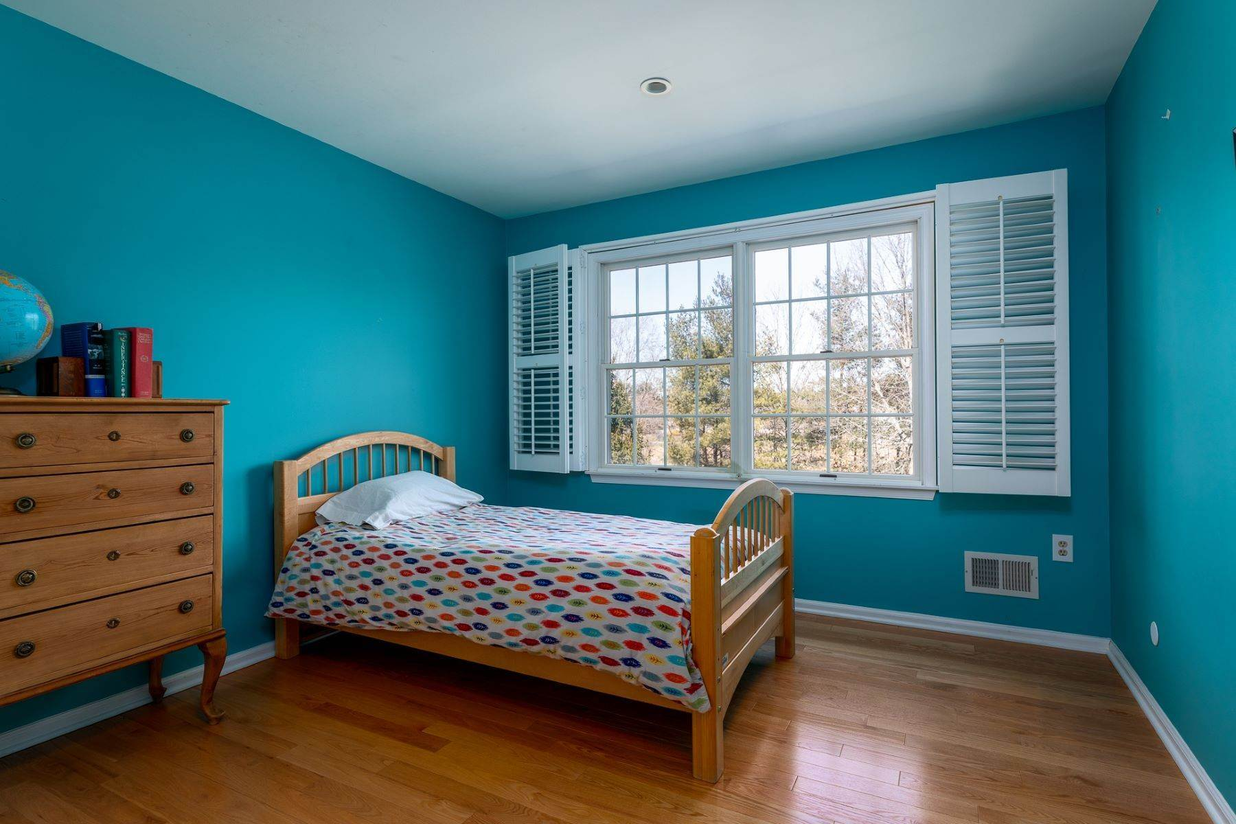 34. Single Family Homes for Sale at A Fresh Interior Features 6 Bedrooms & 3 New Baths 19 Zaitz Farm Road, Princeton Junction, New Jersey 08550 United States