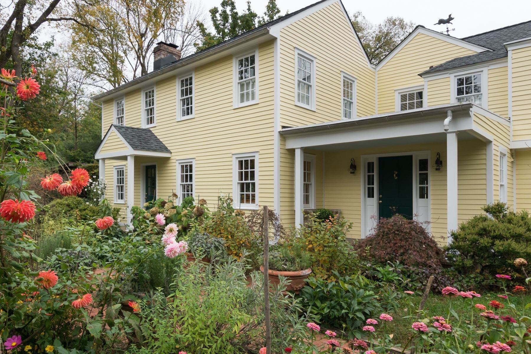 Single Family Homes bei Expanded 18th c. Home and Expertly Planned Gardens 140 Quaker Road, Princeton, New Jersey 08540 Vereinigte Staaten