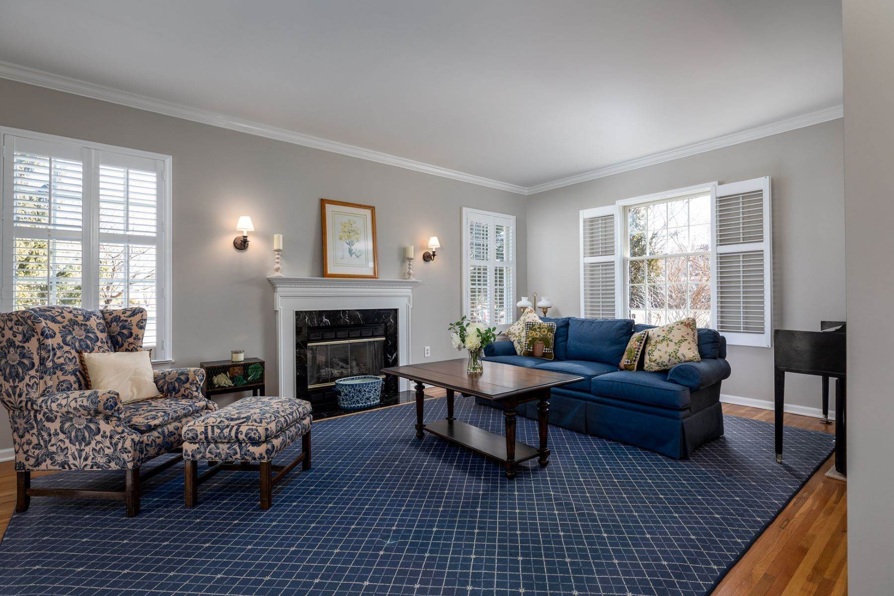 8. Single Family Homes for Sale at A Fresh Interior Features 6 Bedrooms & 3 New Baths 19 Zaitz Farm Road, Princeton Junction, New Jersey 08550 United States