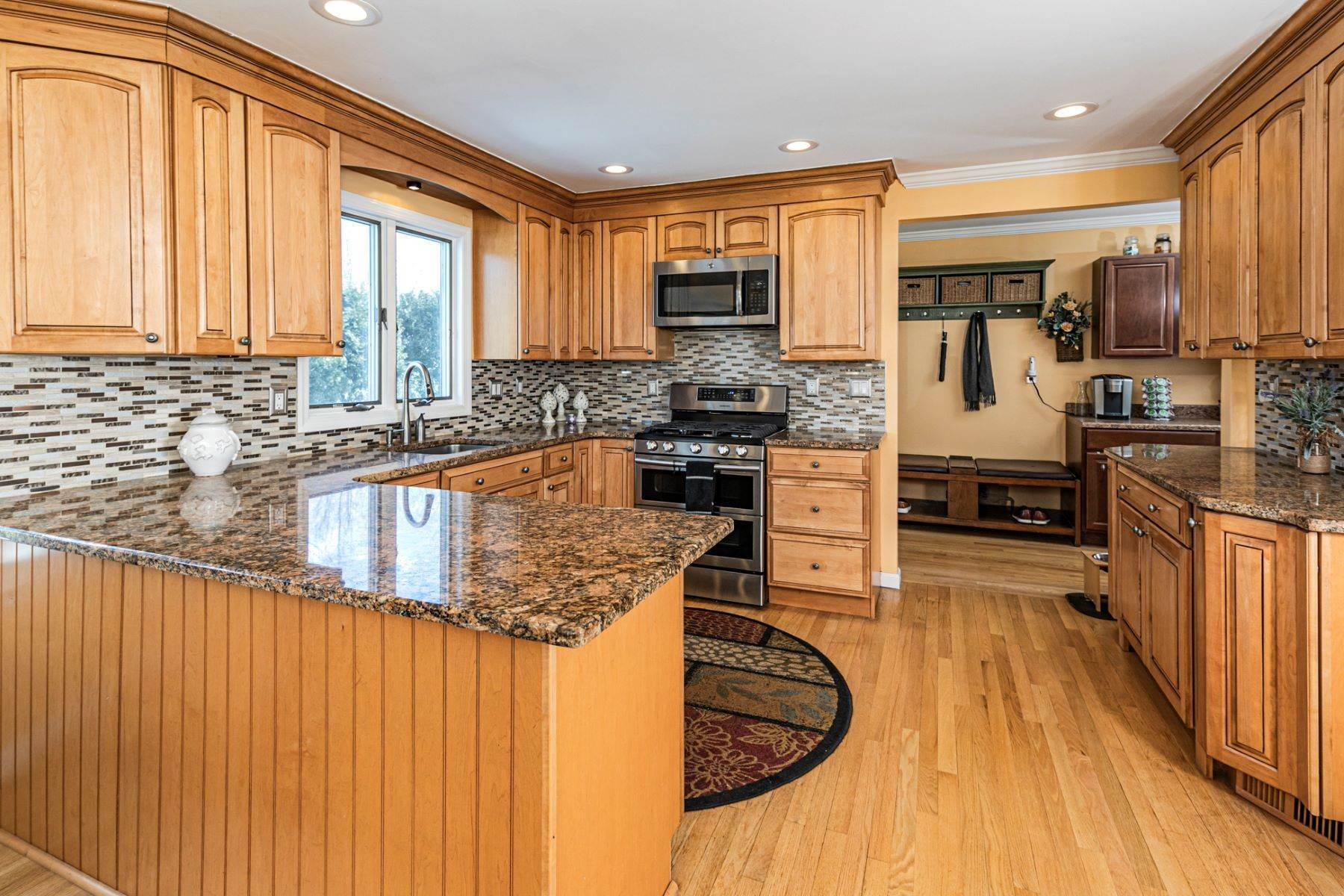 19. Single Family Homes for Sale at Life Doesn't Get Much Better! 20 Dehart Drive, Belle Mead, New Jersey 08502 United States