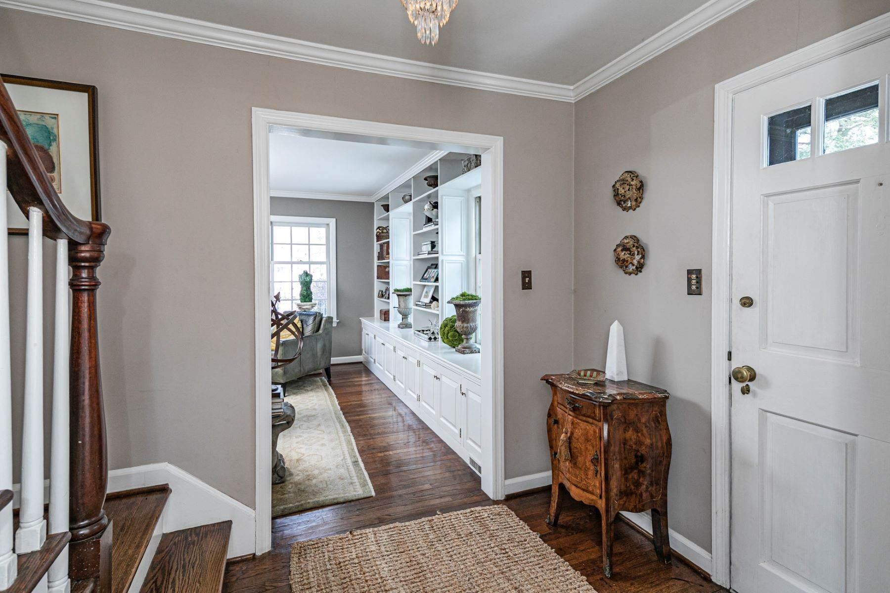 5. Single Family Homes for Sale at Poised And Polished In A Terrific Part Of Town 16 Hunter Road, Princeton, New Jersey 08540 United States