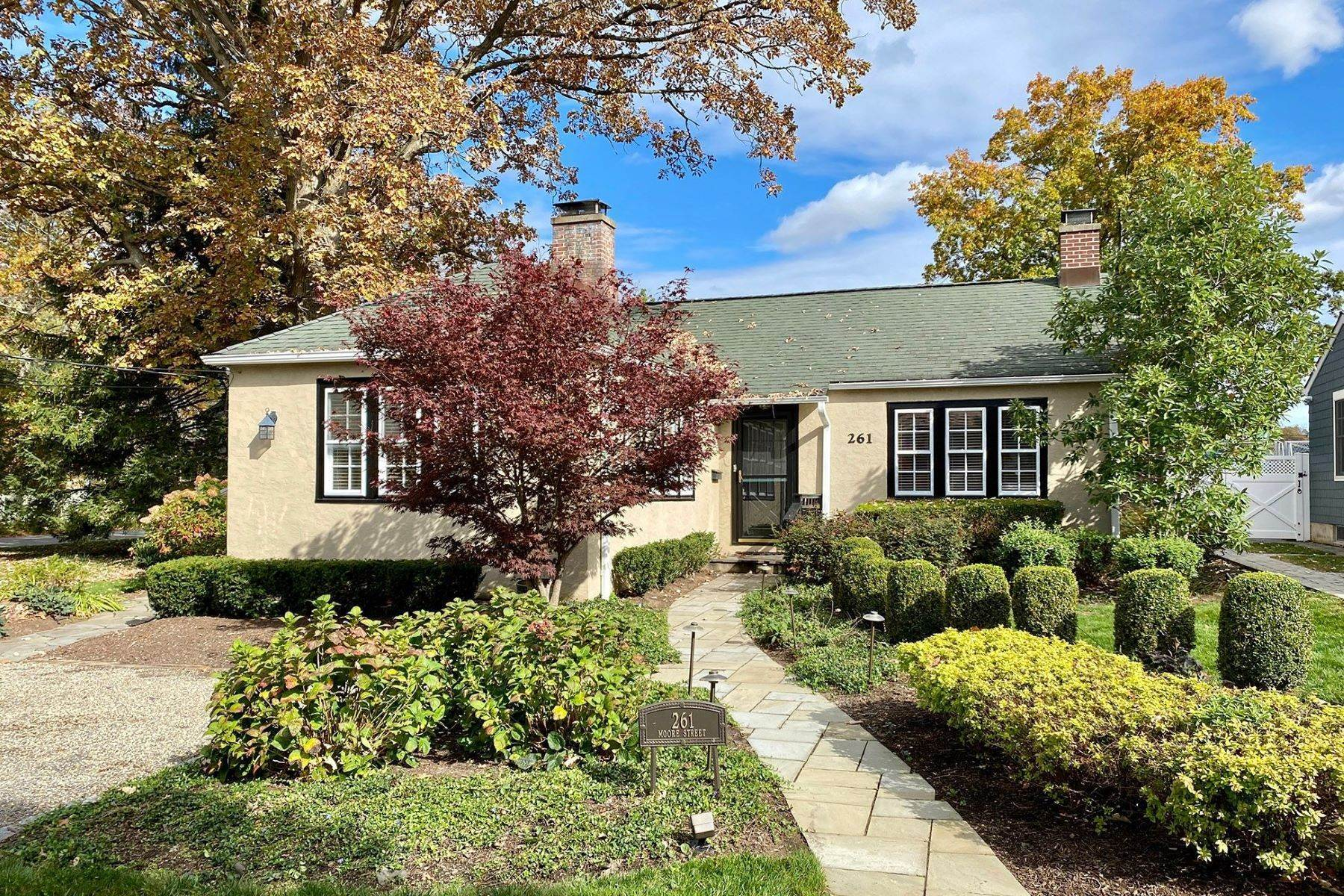 Single Family Homes -de Right-Size Ranch Home Offers In-Town Lifestyle 261 Moore Street, Princeton, New Jersey 08540 Amerika Birleşik Devletleri