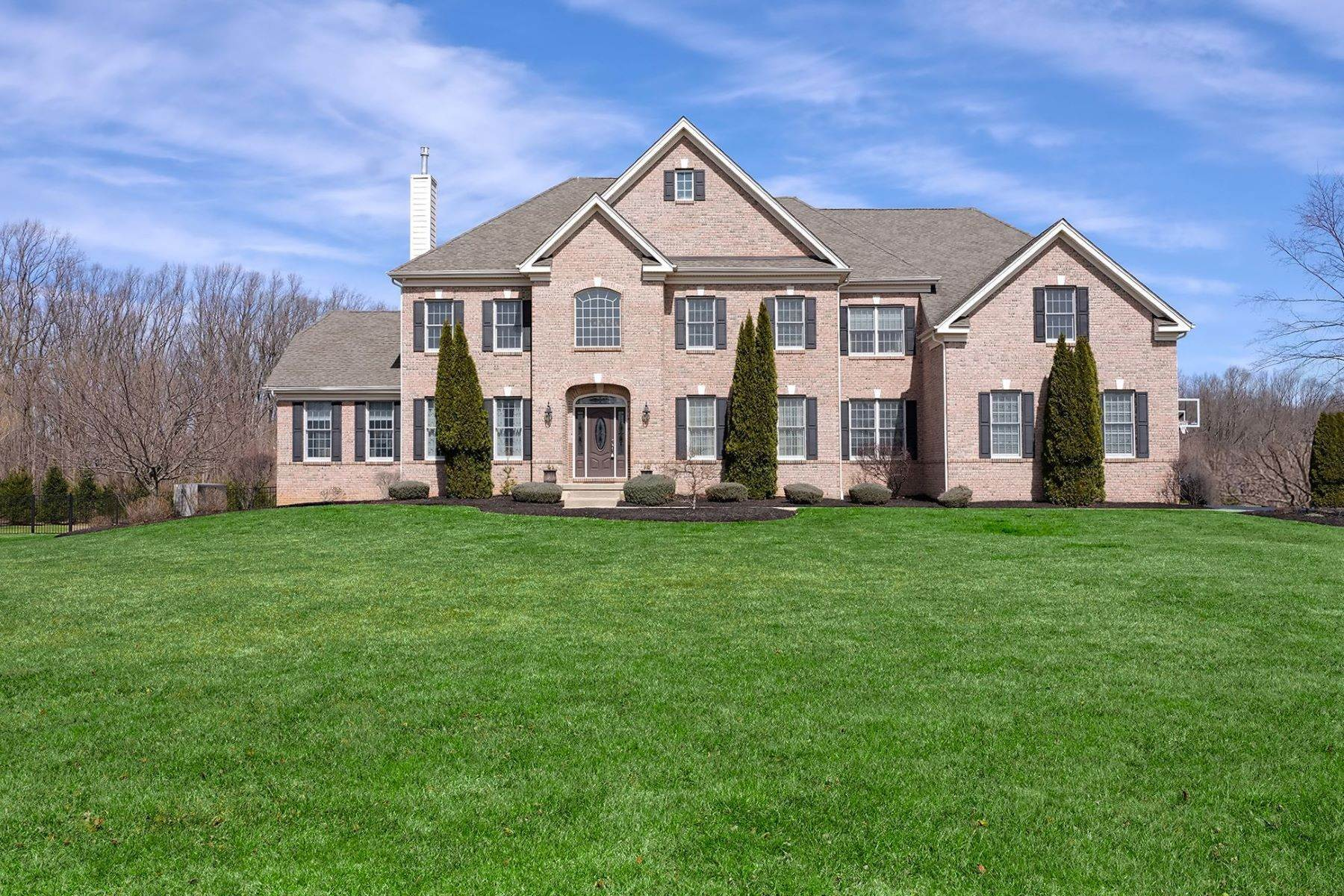 Single Family Homes em Soaring Spaces and Pool Views Wow All Who Enter 382 Old York Road, Hamilton, Nova Jersey 08620 Estados Unidos
