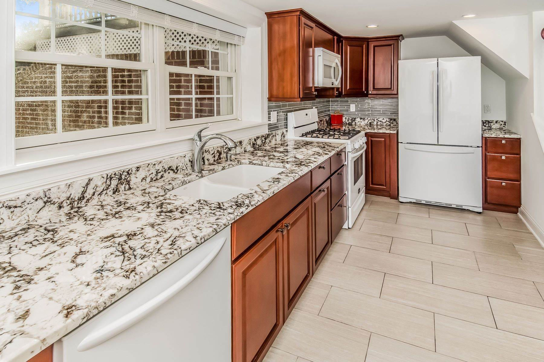 21. Single Family Homes for Sale at Multi-Generational Living At Its Best 427 Belle Mead Griggstown Road, Belle Mead, New Jersey 08502 United States