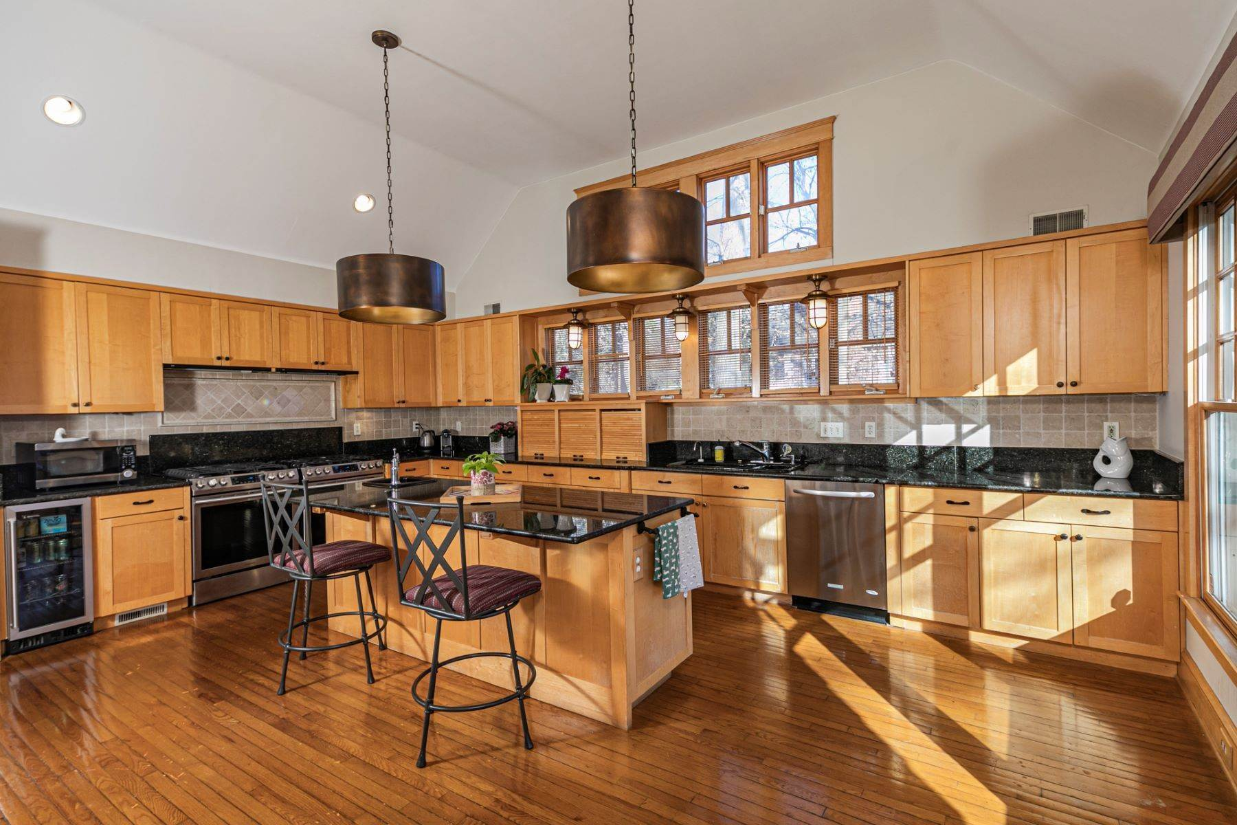 16. Single Family Homes for Sale at Arts and Crafts Showplace in The Preserve 36 Oakridge Court, Princeton, New Jersey 08540 United States