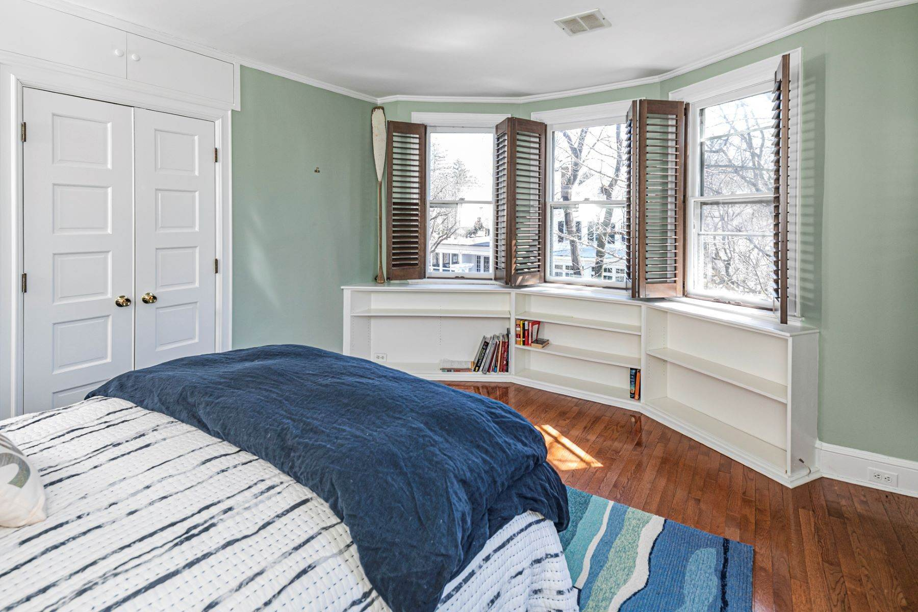 26. Single Family Homes for Sale at Picture Perfect Home Steps From Main Street 10 Green Avenue, Lawrenceville, New Jersey 08648 United States