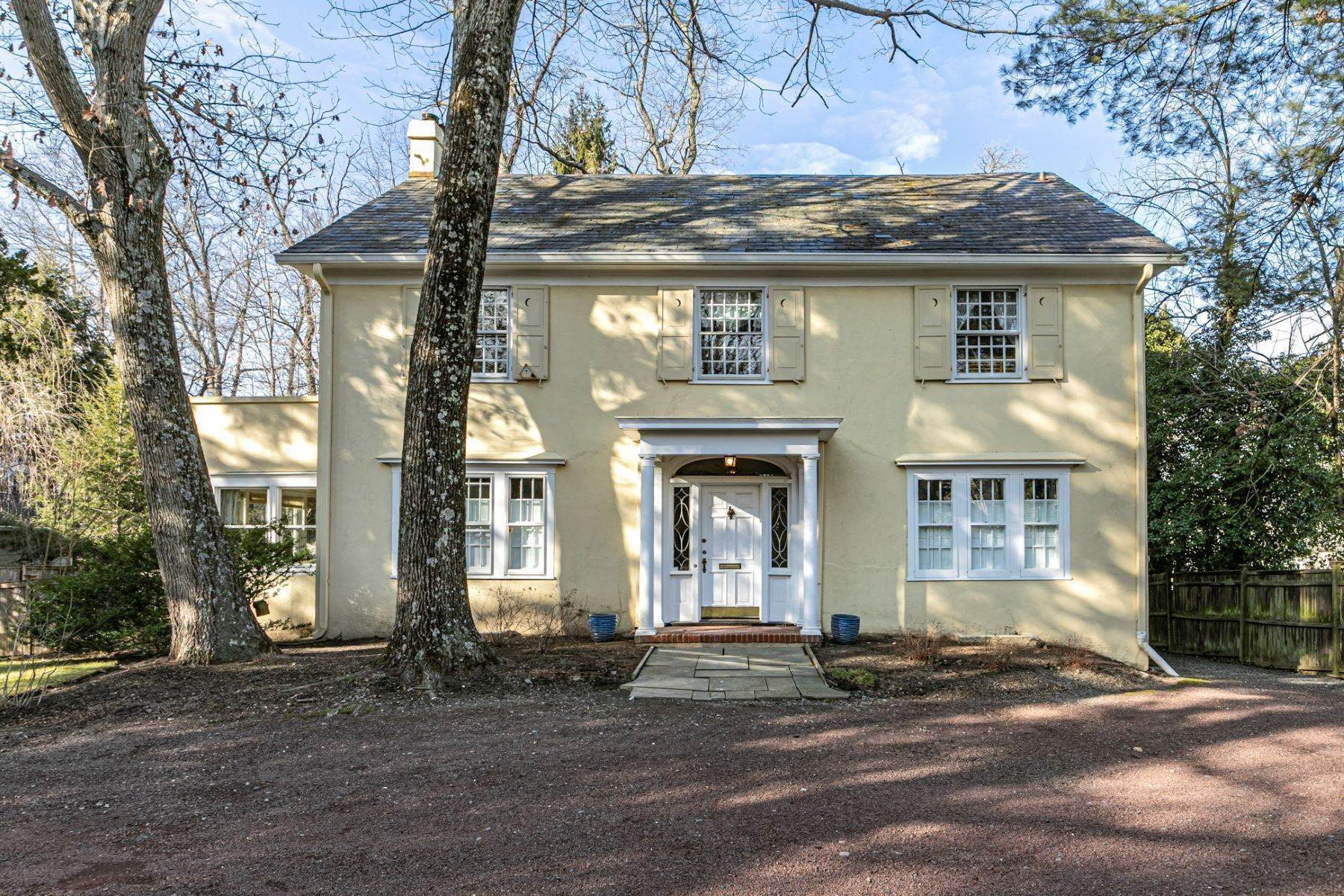 Single Family Homes em Warm and Gracious in the Western Section 1 Westcott Road, Princeton, Nova Jersey 08540 Estados Unidos