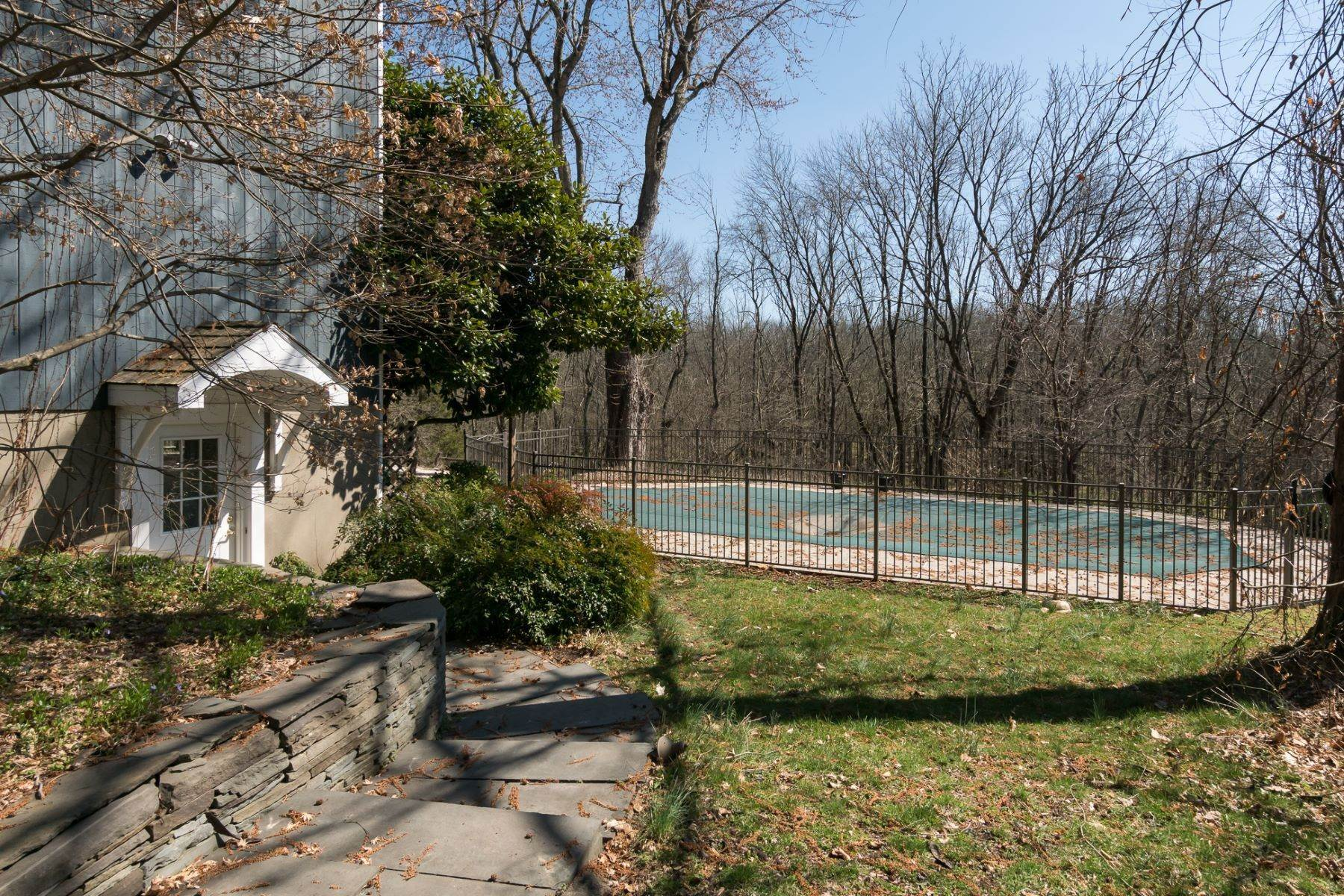 18. Single Family Homes for Sale at The Relaxed Pace of the Country Life Yet Convenient to All 297 Millstone River Road, Belle Mead, New Jersey 08502 United States