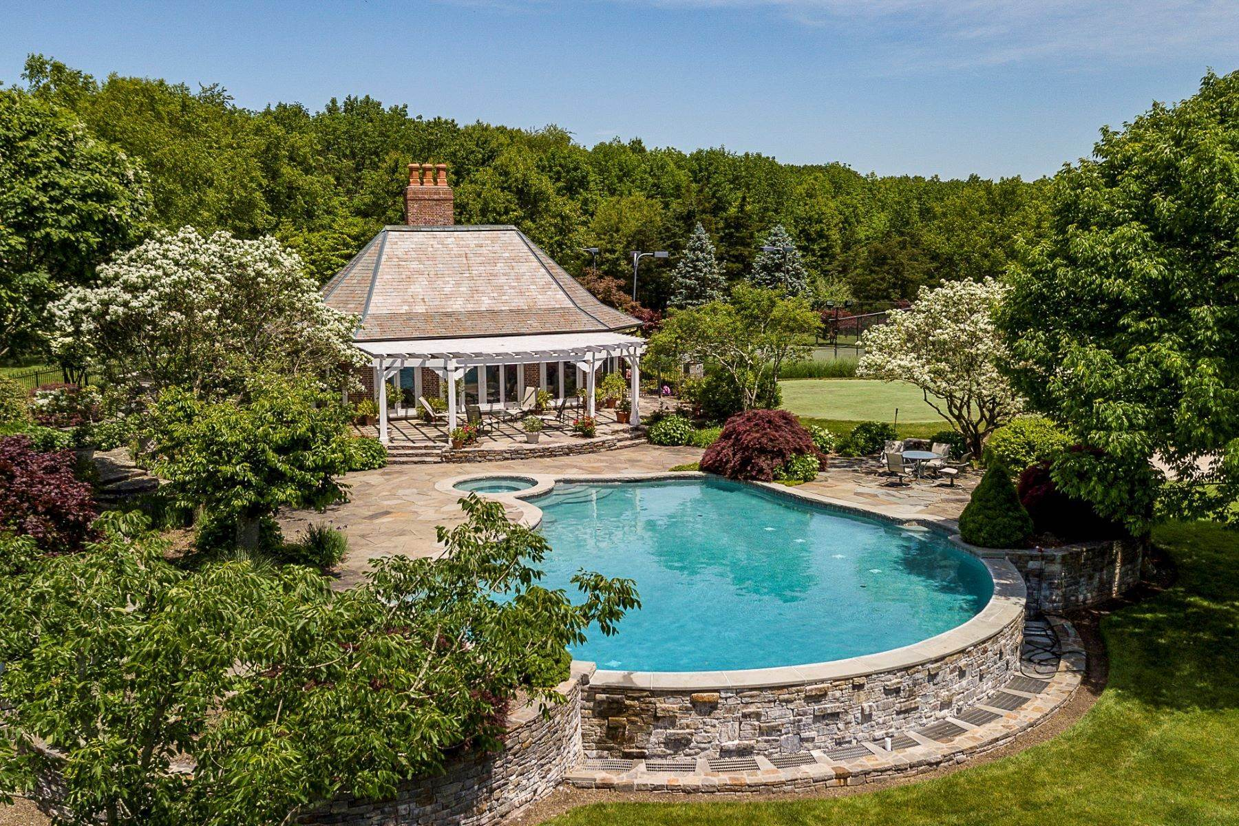 30. Single Family Homes pour l Vente à Private Compound with Every Amenity Imaginable 82 Aunt Molly Road, Hopewell, New Jersey 08525 États-Unis
