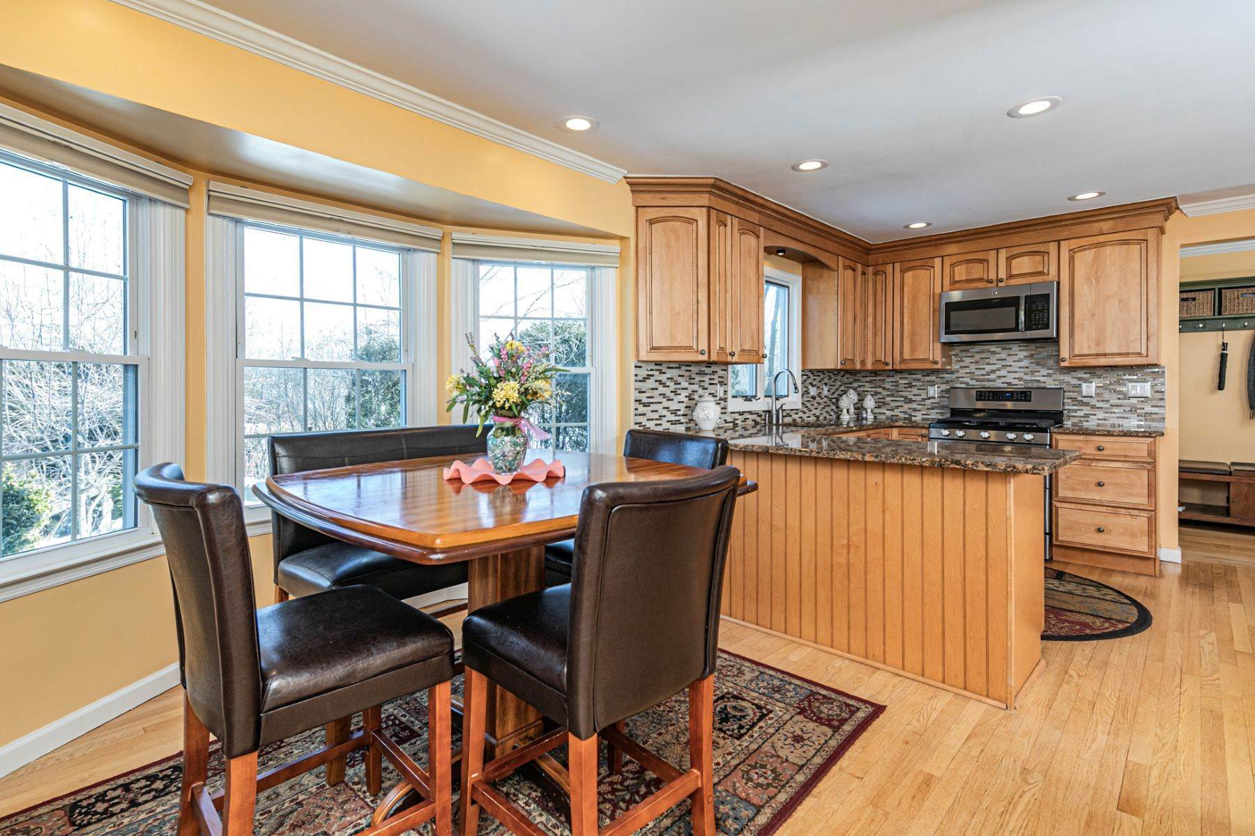 16. Single Family Homes for Sale at Life Doesn't Get Much Better! 20 Dehart Drive, Belle Mead, New Jersey 08502 United States