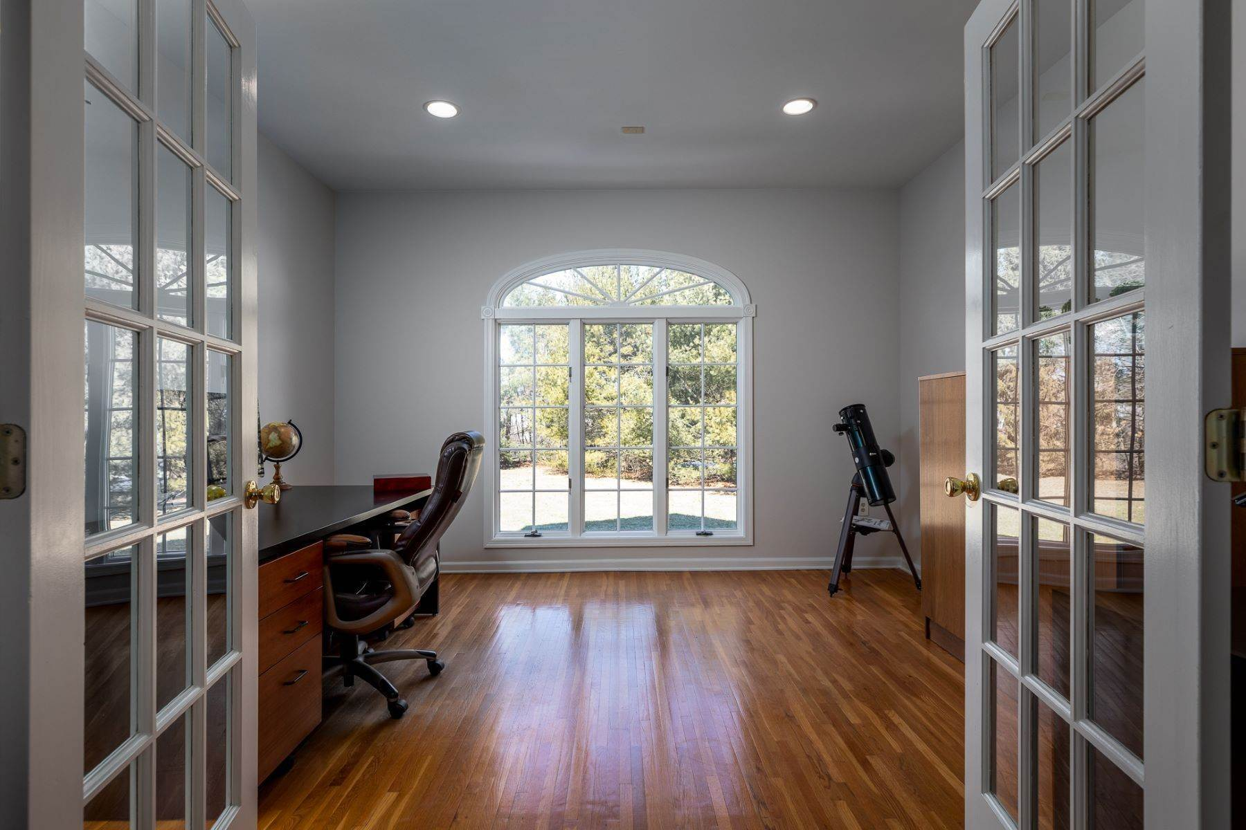 10. Single Family Homes for Sale at A Fresh Interior Features 6 Bedrooms & 3 New Baths 19 Zaitz Farm Road, Princeton Junction, New Jersey 08550 United States