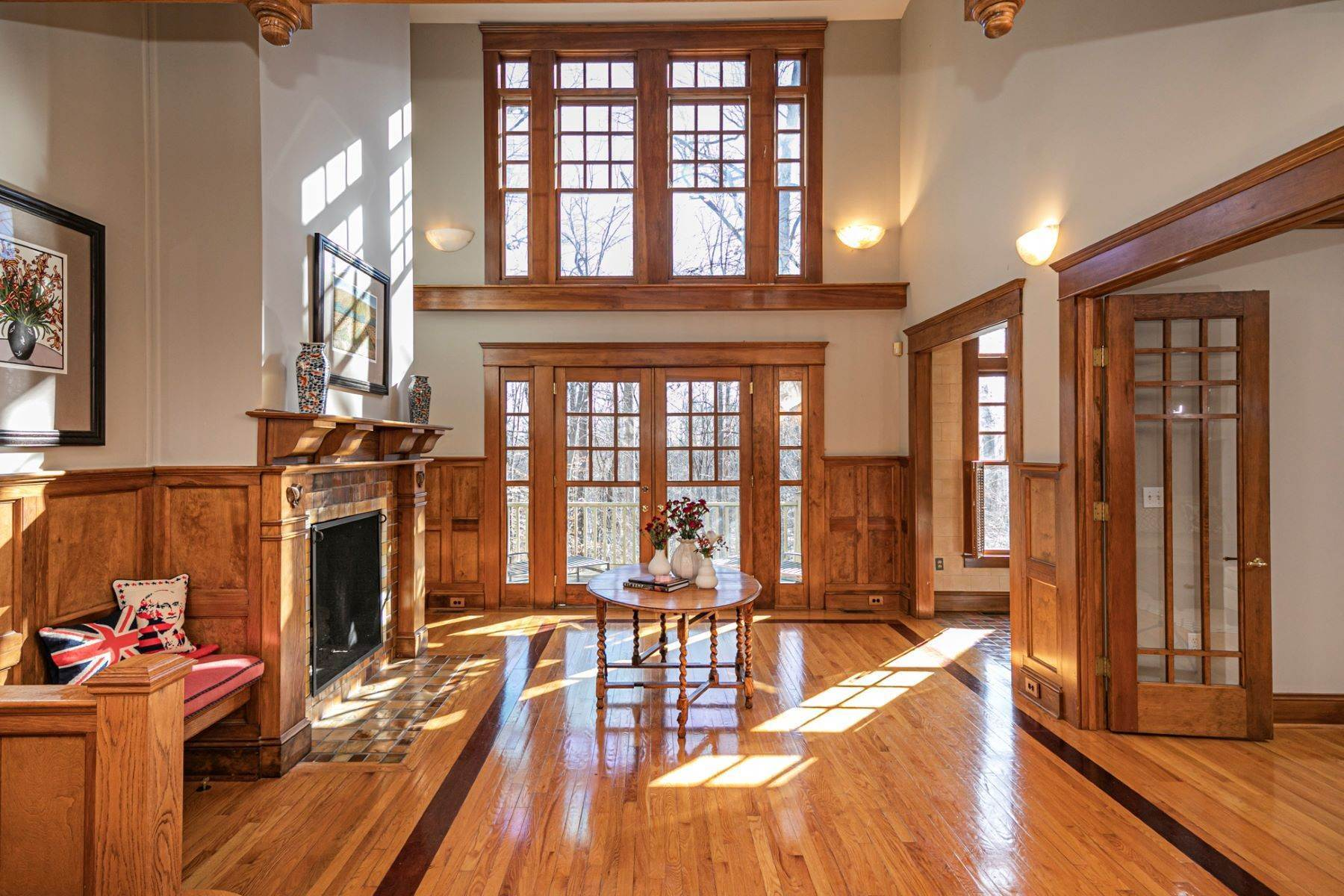 4. Single Family Homes for Sale at Arts and Crafts Showplace in The Preserve 36 Oakridge Court, Princeton, New Jersey 08540 United States