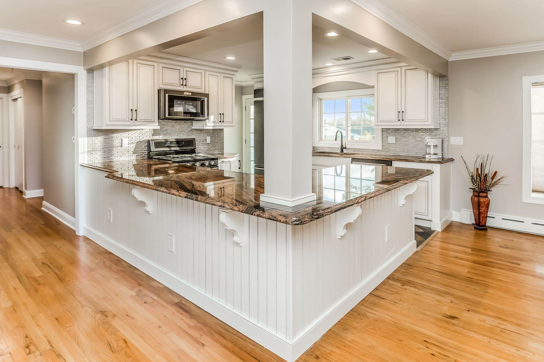 4. Single Family Homes for Sale at Multi-Generational Living At Its Best 427 Belle Mead Griggstown Road, Belle Mead, New Jersey 08502 United States