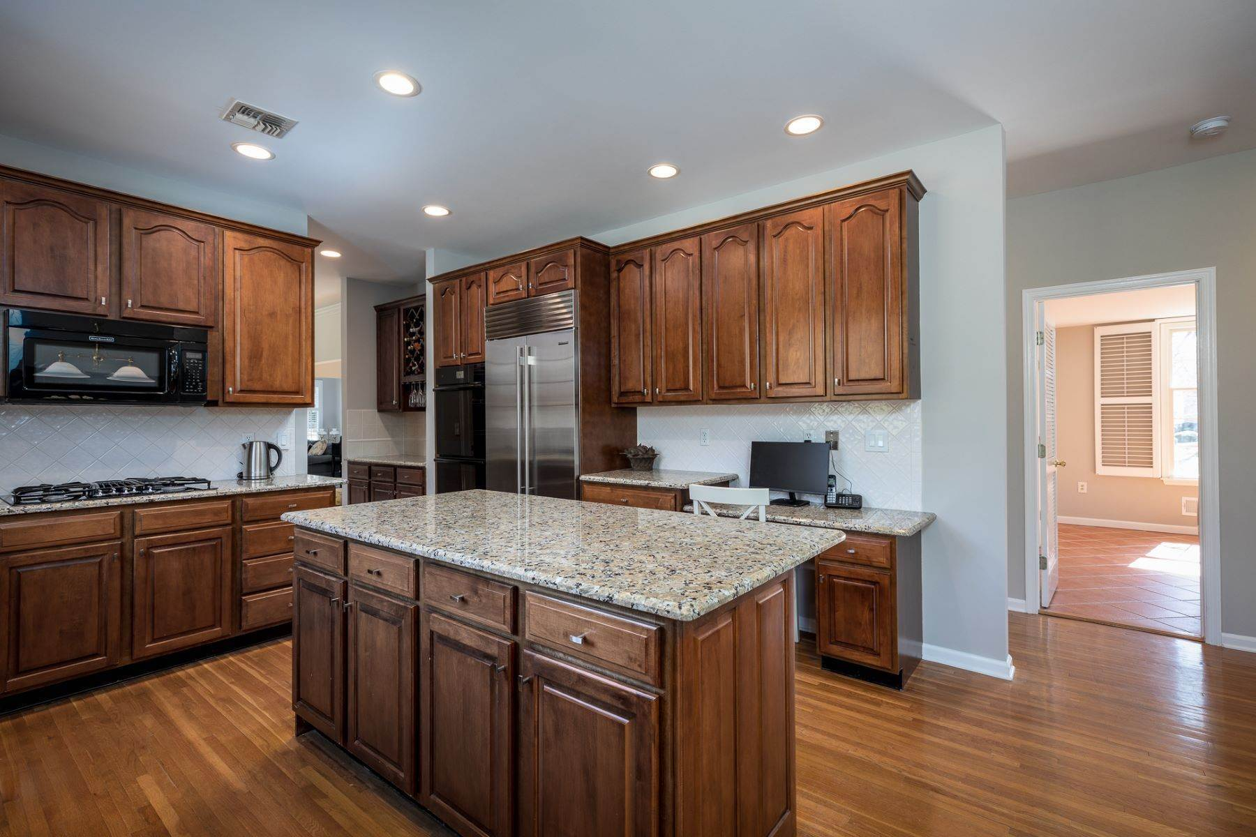 13. Single Family Homes for Sale at A Fresh Interior Features 6 Bedrooms & 3 New Baths 19 Zaitz Farm Road, Princeton Junction, New Jersey 08550 United States