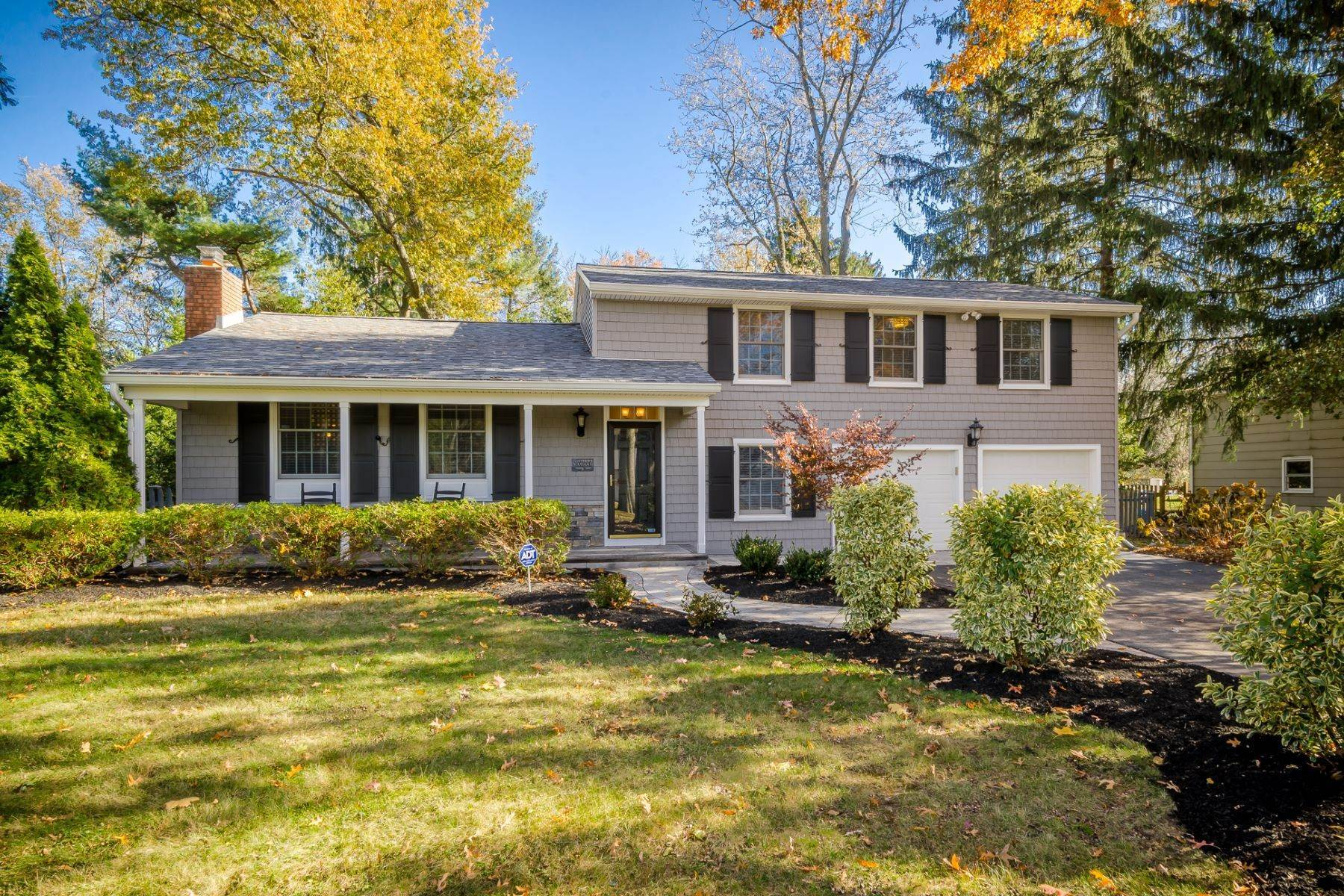 Property à Completely Charming and Up-to-Date in Cranbury 16 Ryan Road, Cranbury, New Jersey 08512 États-Unis