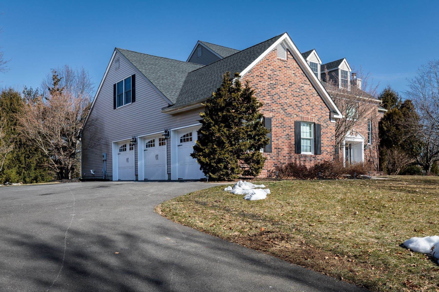3. Single Family Homes for Sale at A Fresh Interior Features 6 Bedrooms & 3 New Baths 19 Zaitz Farm Road, Princeton Junction, New Jersey 08550 United States