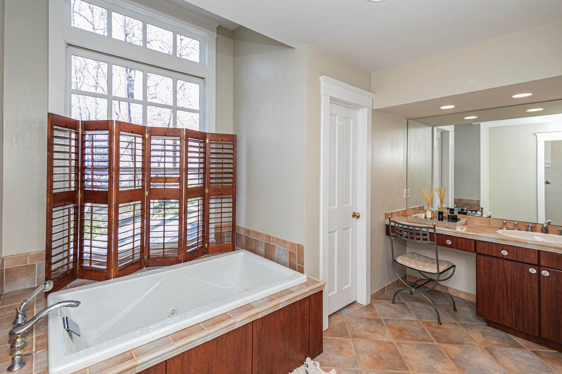 10. Single Family Homes for Sale at Arts and Crafts Showplace in The Preserve 36 Oakridge Court, Princeton, New Jersey 08540 United States