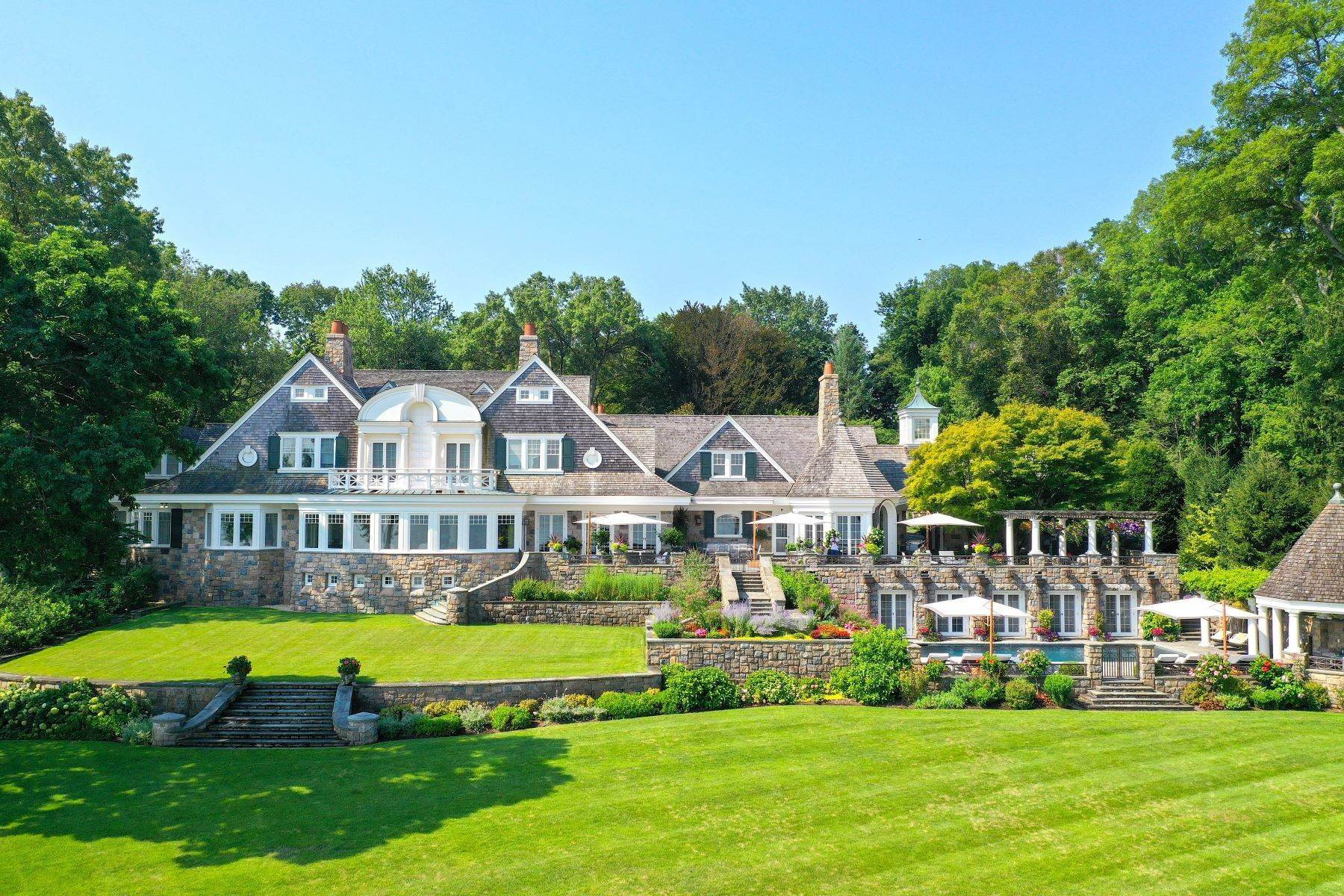 Single Family Homes for Sale at Great Neck 1 Swan Landing, Great Neck, New York 11024 United States